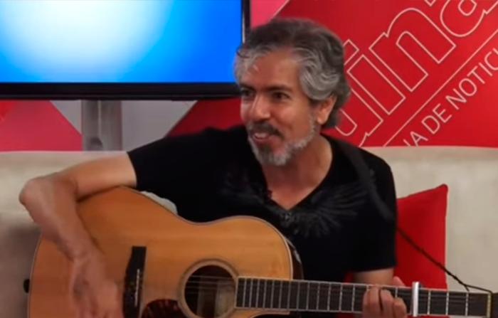 José Arbulú, integrante de Cementerio Club expone su disco como solista