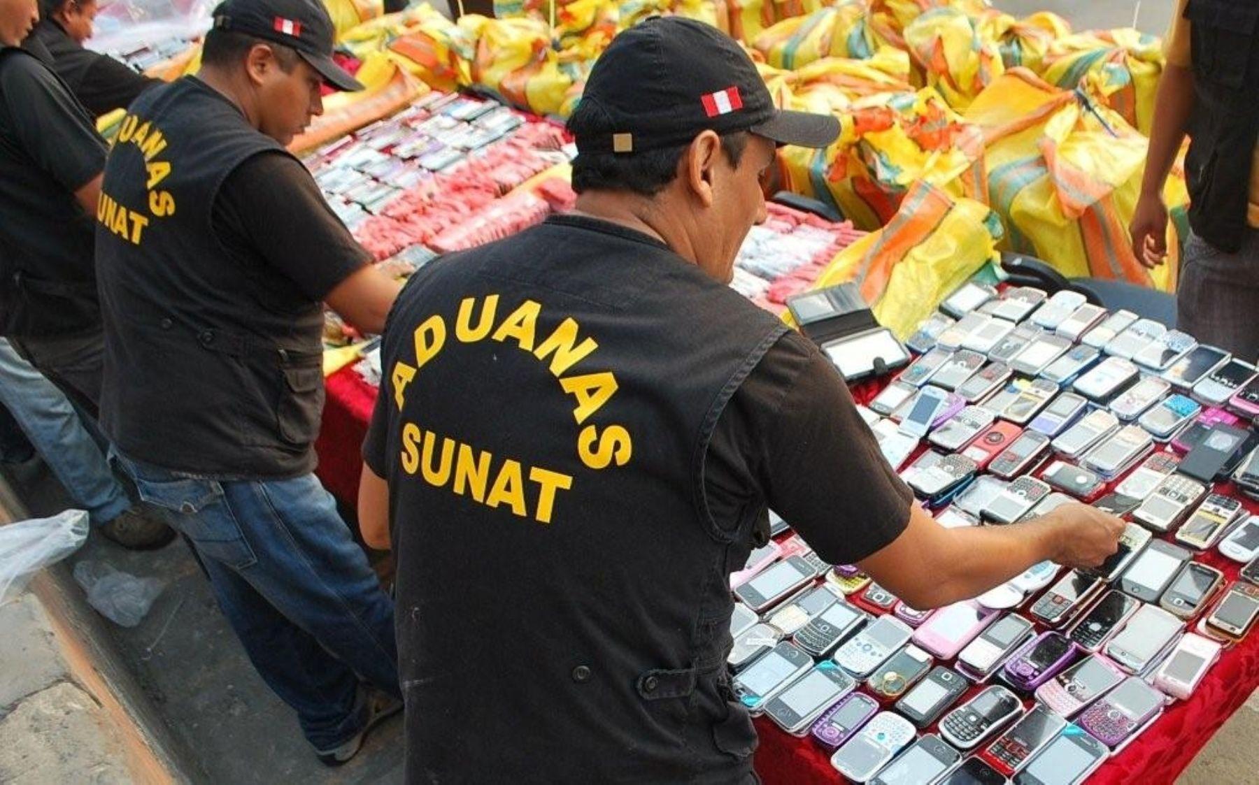 da18887d378 Teléfonos celulares fueron decomisados tras dos acciones de control que  efectuó la Sunat.