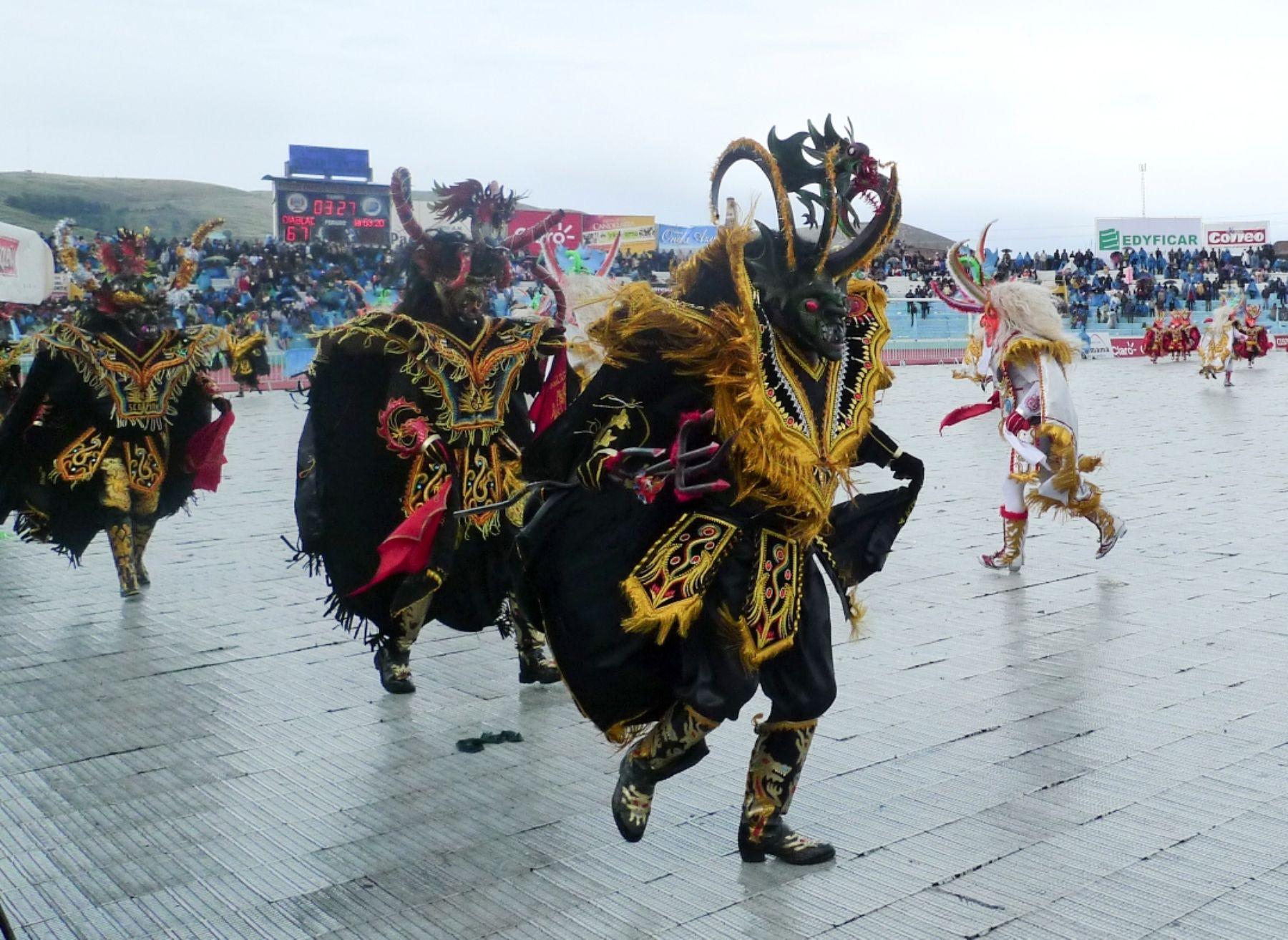 La festividad de la Virgen de la Candelaria de Puno es una de las principales fiestas tradicionales del Perú.