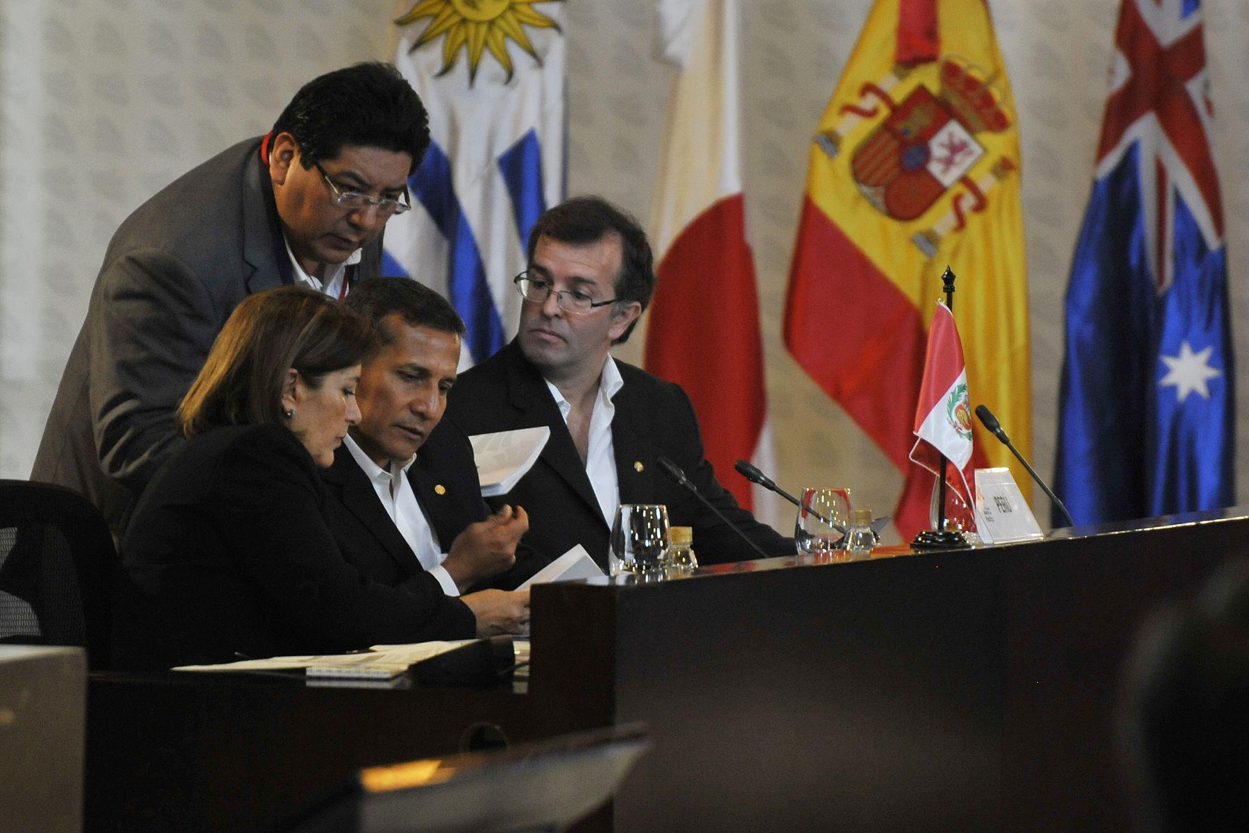 CALI,COLOMBIA MAYO 23. Presidente Ollanta Humala participó en inauguración de la VII Cumbre de la Alianza del Pacífico en Cali (Colombia), acompañado por la canciller Eda Rivas y titular de MINCETUR, José Luis Silva. Foto: ANDINA/ Prensa Presidencia