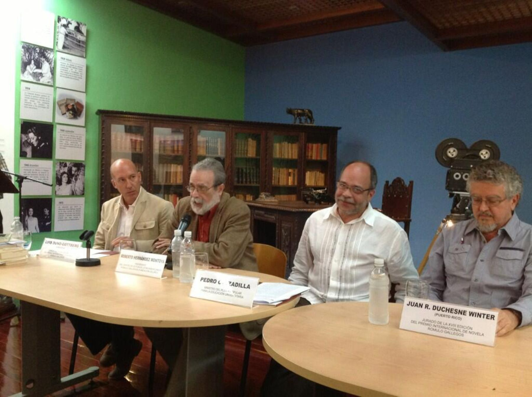 Jurado del premio Rómulo Gallegos durante conferencia en la que se anunció a ganador de la edición 2013. Foto: @MarialciraMatuT.