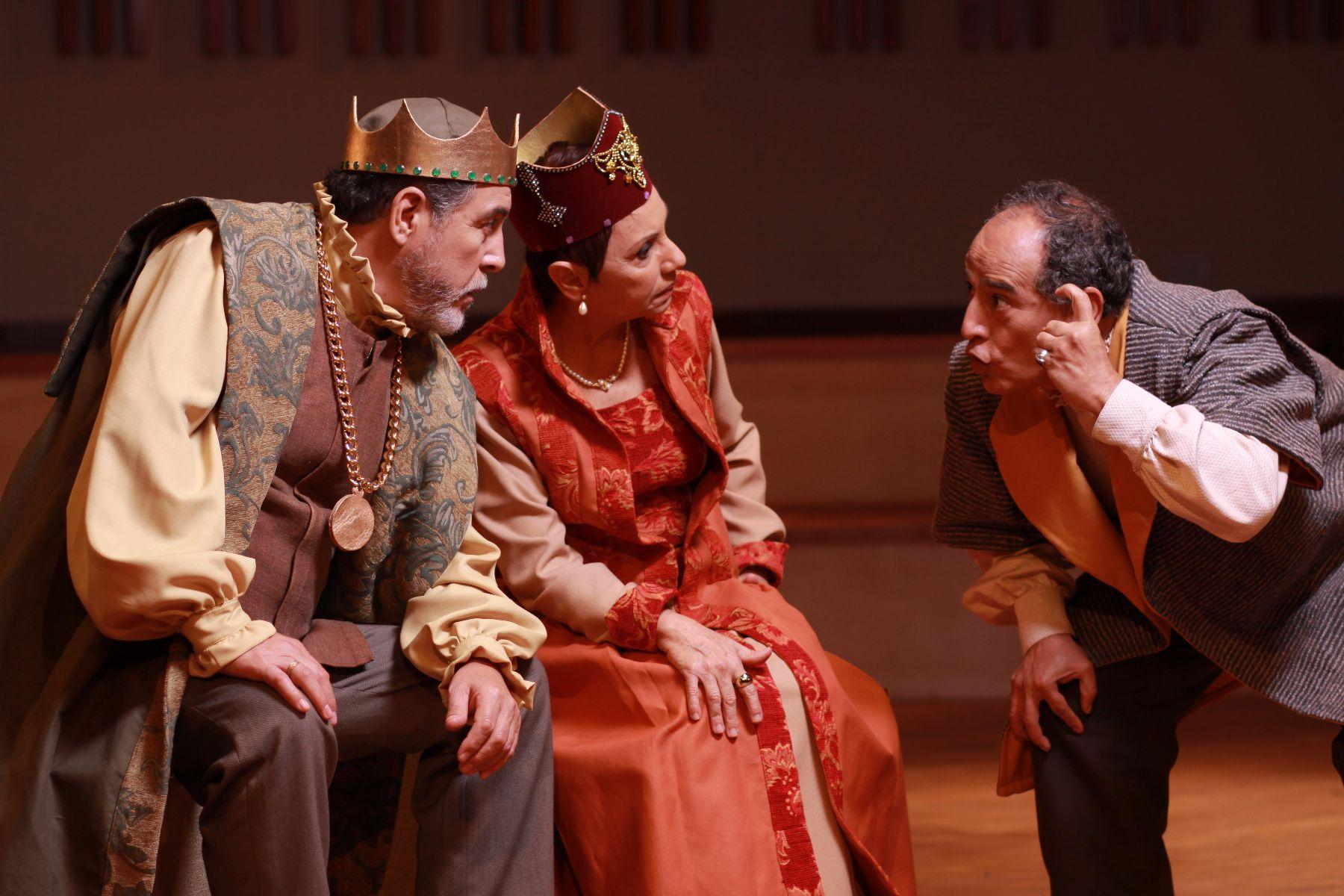 Escena del montaje de Hamlet en el nuevo teatro Ricardo Blume.