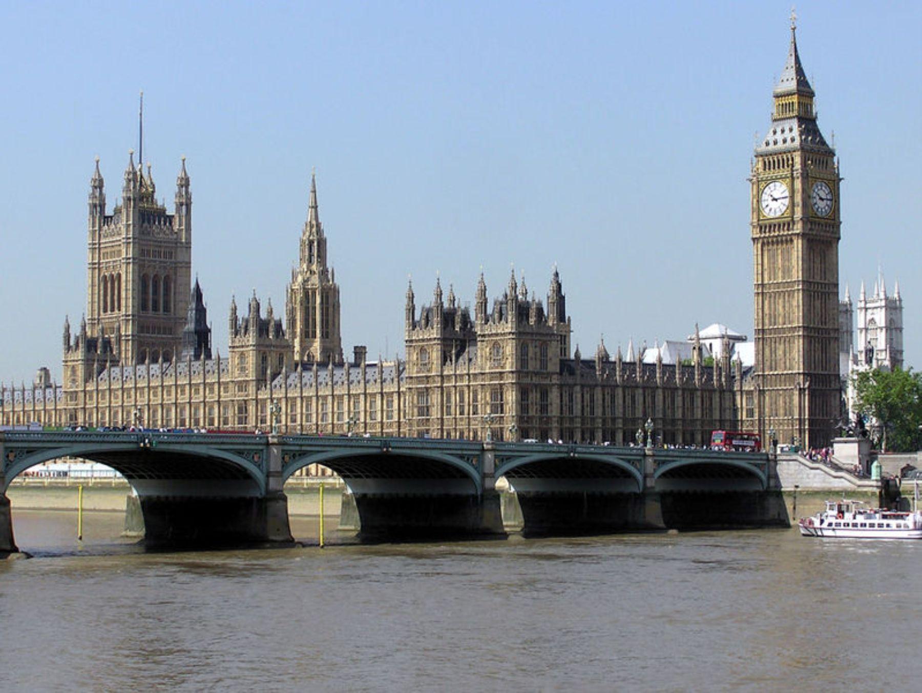 Desde Londres llevó la posición oficial del Reino Unido en torno al caso sirio.