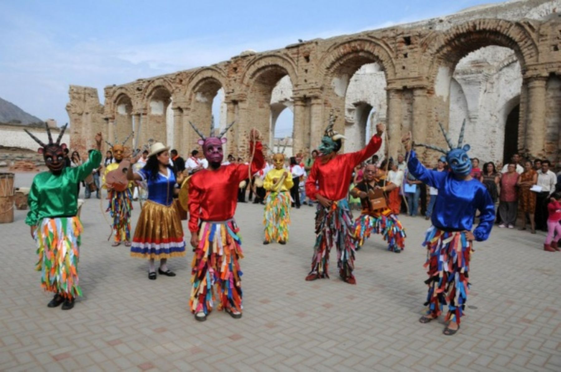 """Hoy se celebra el Día de la Cultura Afroperuana, con la finalidad de fomentar la visibilidad y reconocimiento de los aportes de la población y cultura afroperuana a la construcción de la nación e identidad nacional. Al respecto, cabe destacar el reconocimiento, en 2017, del distrito chiclayano de Zaña como """"Sitio de la Memoria de la Esclavitud y la Herencia Cultural Africana"""" por parte de la Unesco. ANDINA/archivo"""