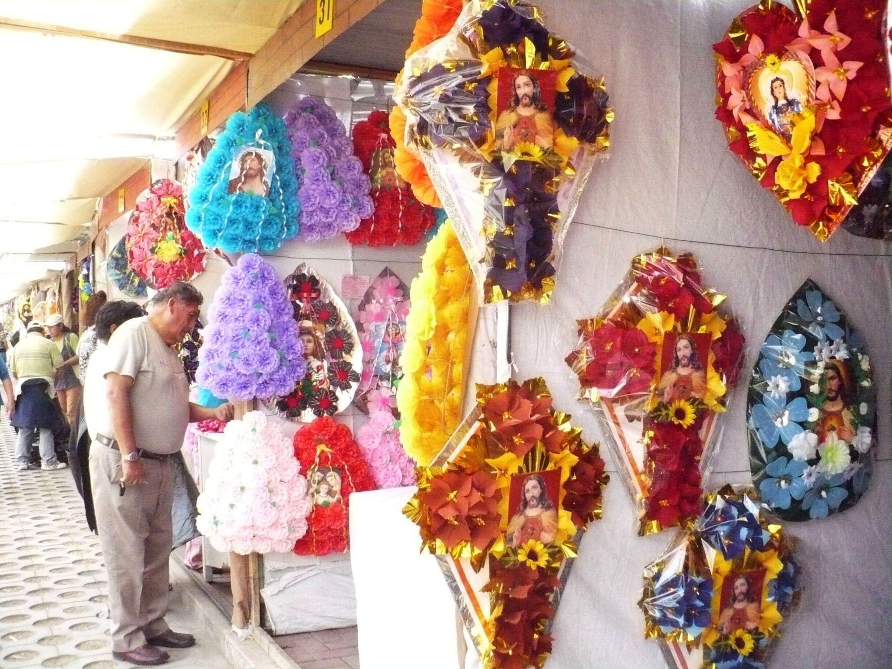 Tradicionales Flores De Papel Que Se Elaboran En Arequipa Se