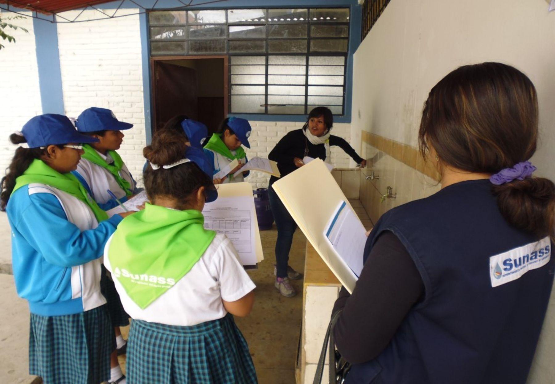 Un total de 40 escolares de la provincia de Mariscal Nieto, en Moquegua, se convirtieron en brigadieres del agua, informó la Sunass. ANDINA/Archivo