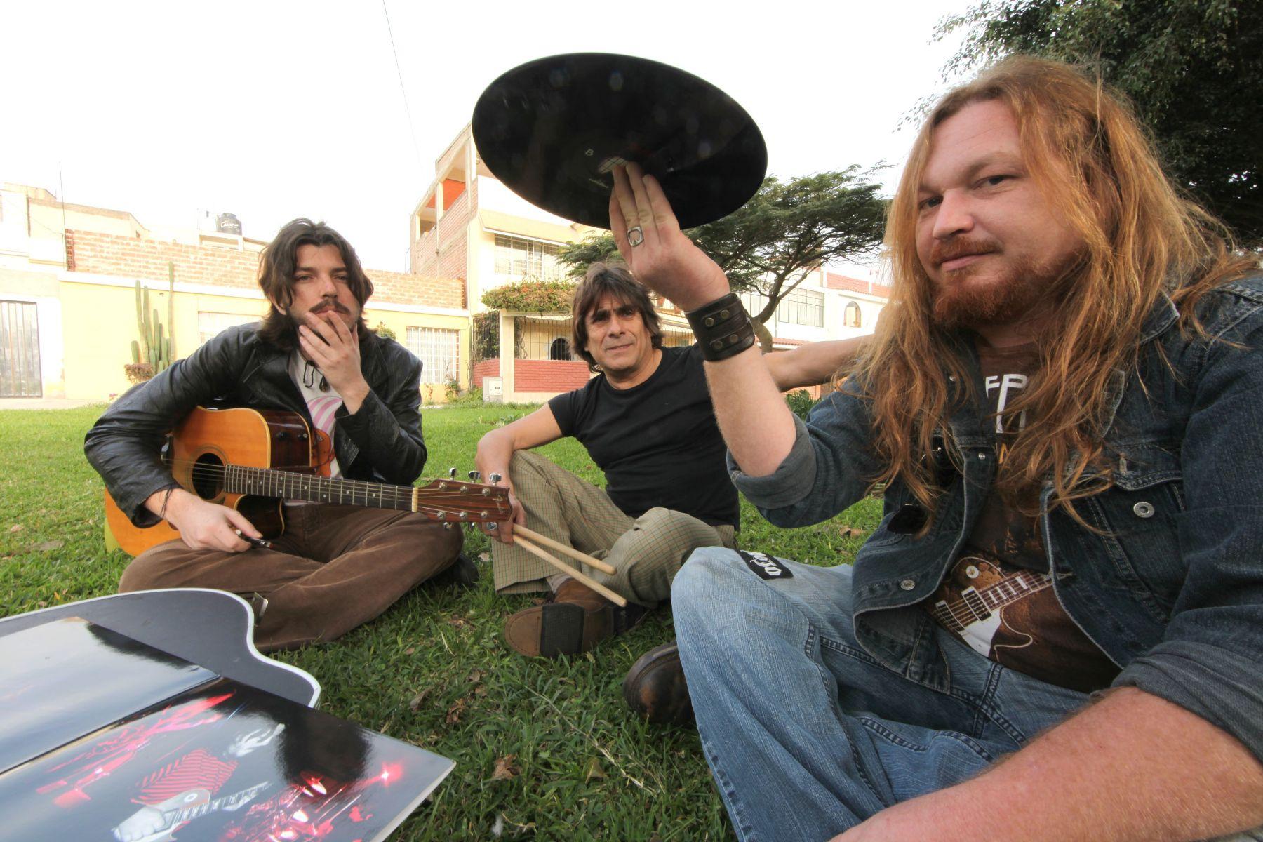 Tlön es considerada una banda de culto.