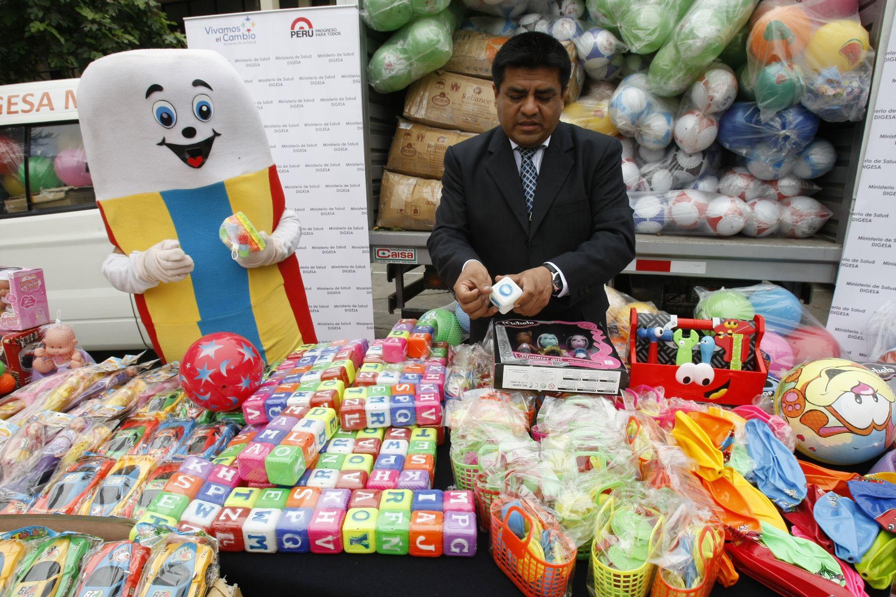 Director de Ecología de Digesa, Elmer Quichiz, lideró operativos de fiscalización de juguetes en Lima. Foto: ANDINA/Norman Córdova