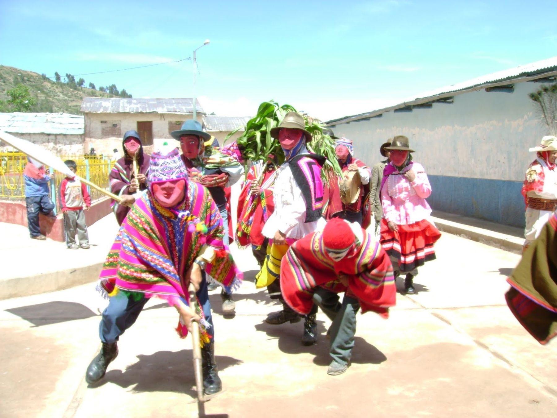 La Huaylia es una danza tradicional que se baila en Navidad en Antabamba, Apurímac.