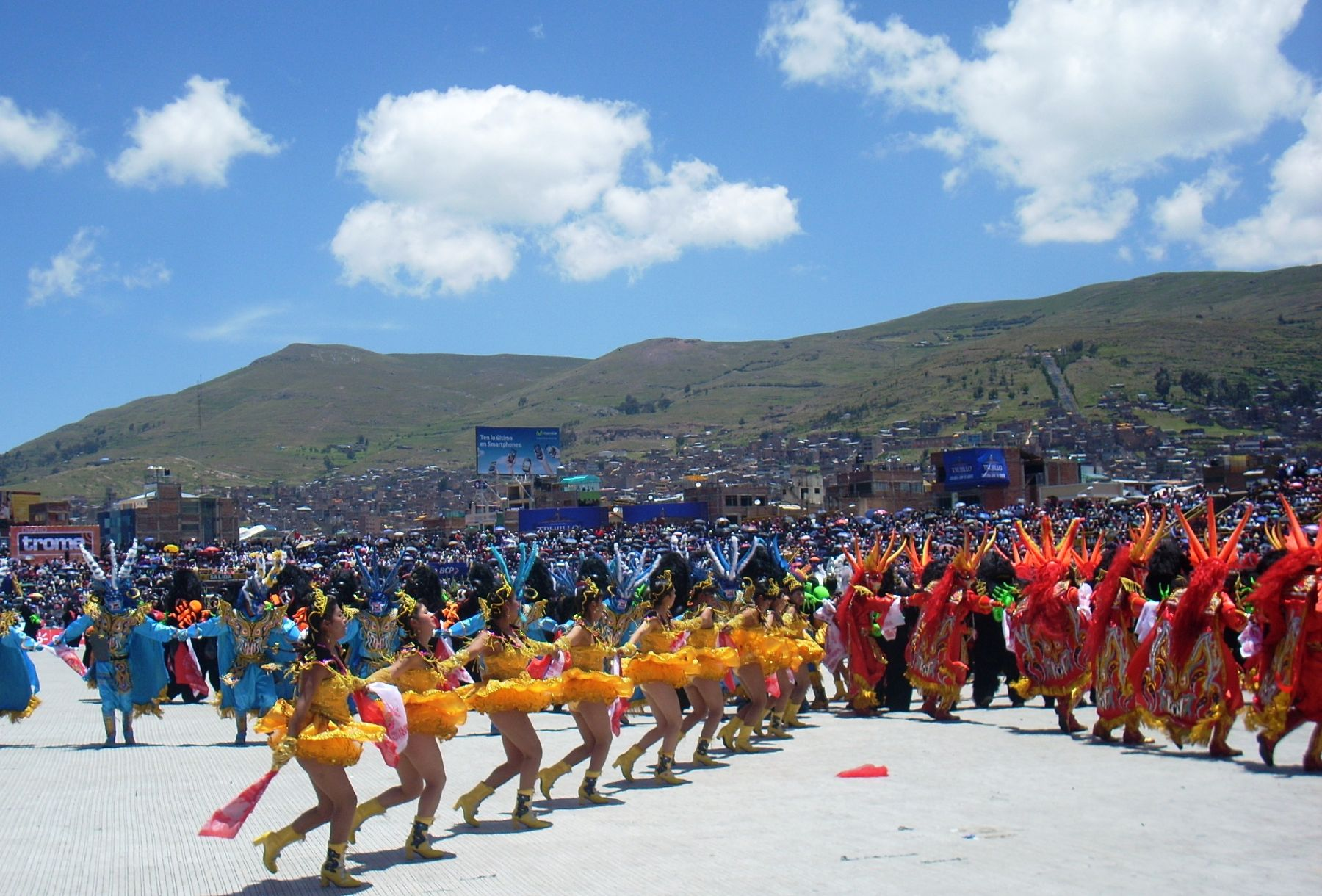 Danzas en homenaje a la Virgen de la Candelaria. Foto: ANDINA/archivo.
