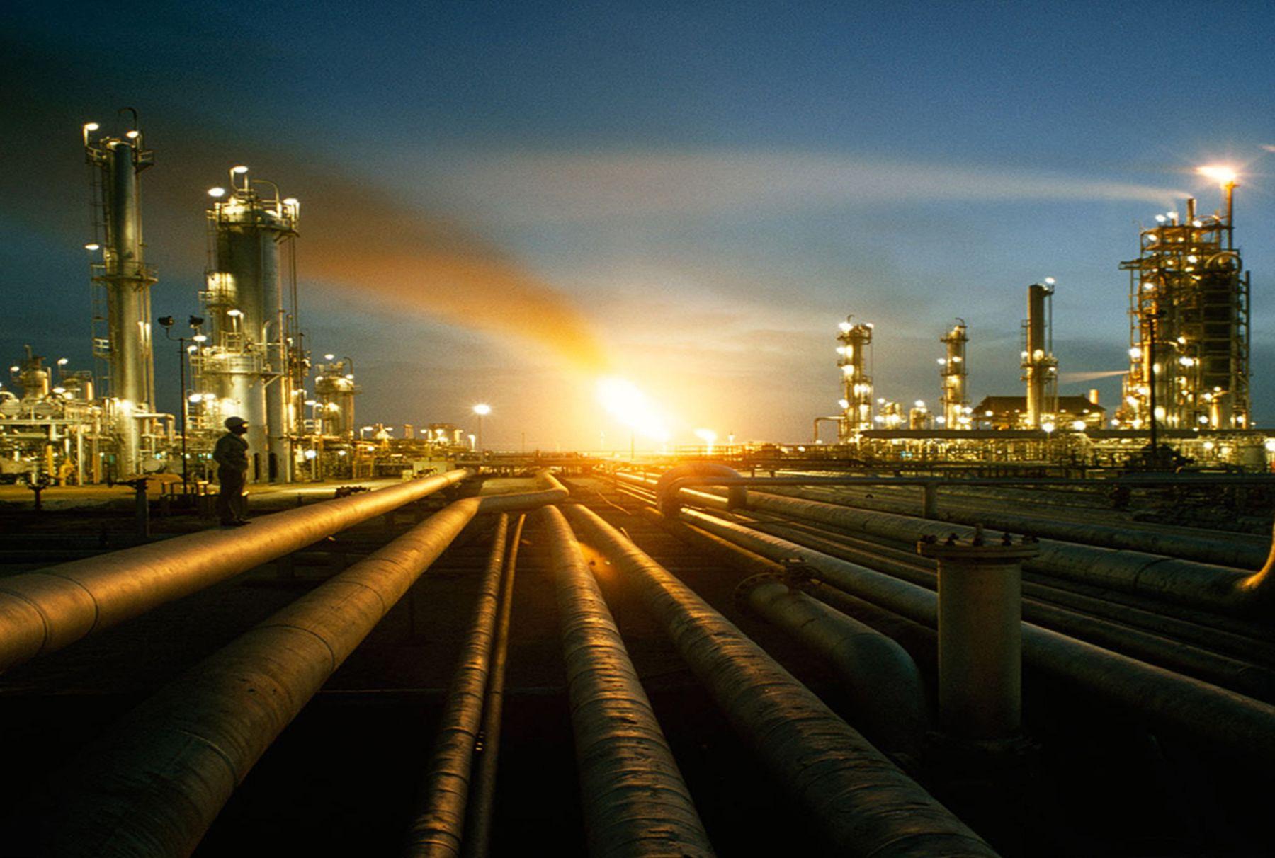Petróleo supera los 70 dólares ante conflicto entre EU e Irán