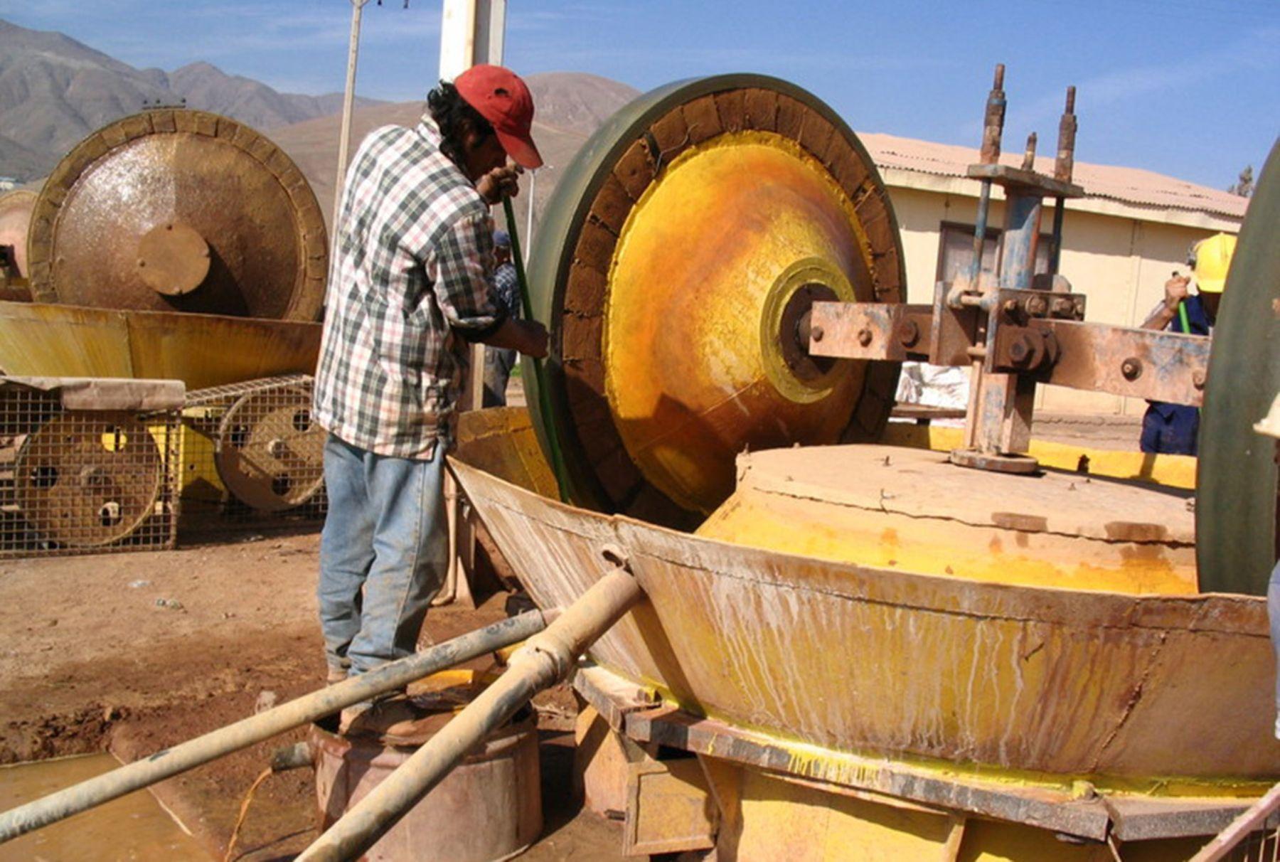 Gobierno impulsa proyecto para reducir el uso de mercurio en la minería artesanal y la pequeña minería. ANDINA/archivo