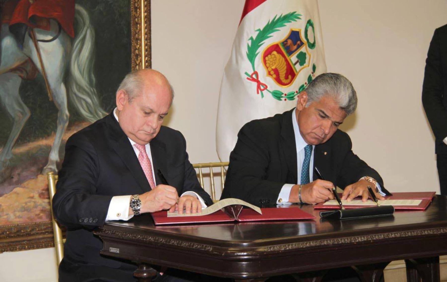 Ministro de Defensa,  Pedro Cateriano, suscribió convenio con su homólogo panameño José Raúl Mulino.
