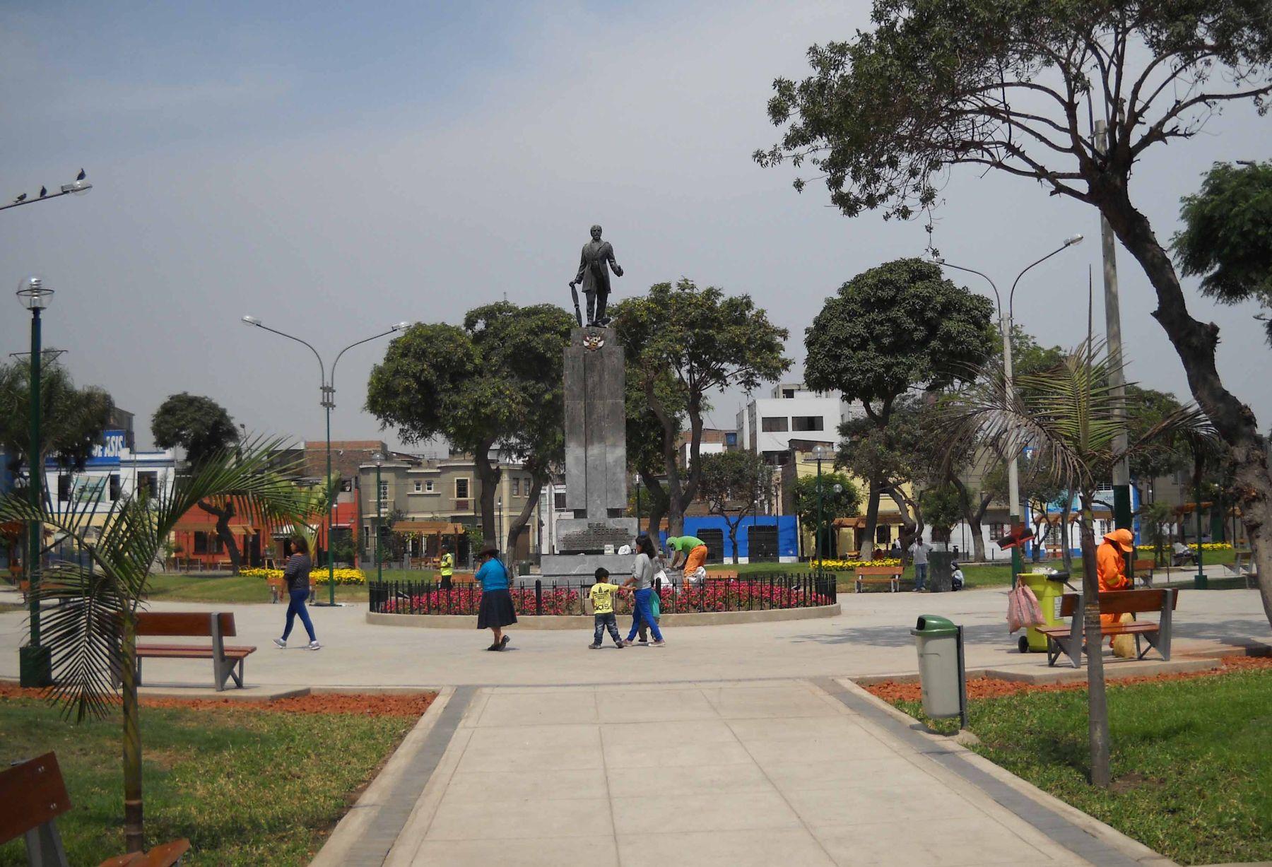 Plaza Pedro Ruiz Gallo de Lince luce completamente renovada. Foto:Andina/Difusión