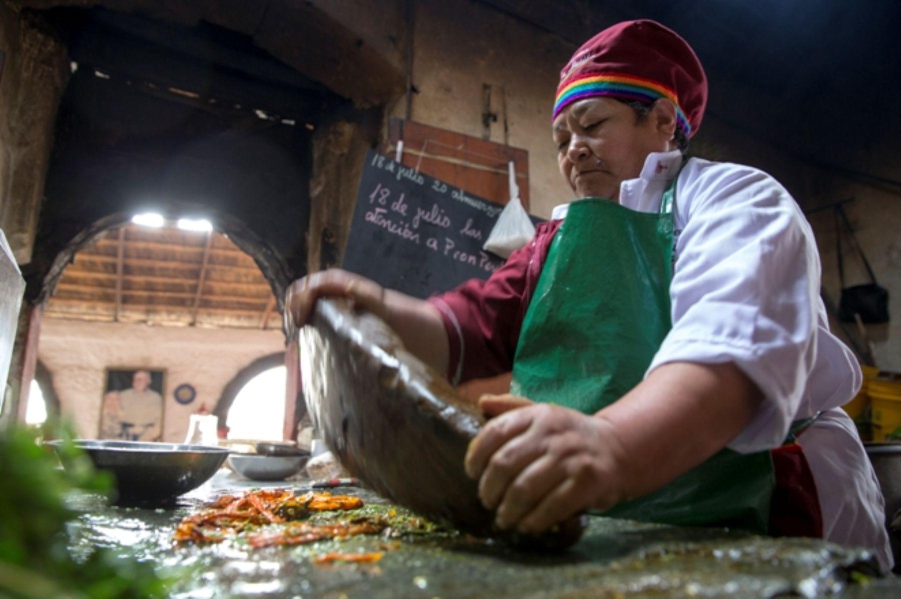 Las picanterías son los templos del sabor y del saber que sustentan la riqueza de la gastronomía regional peruana.  ANDINA/archivo