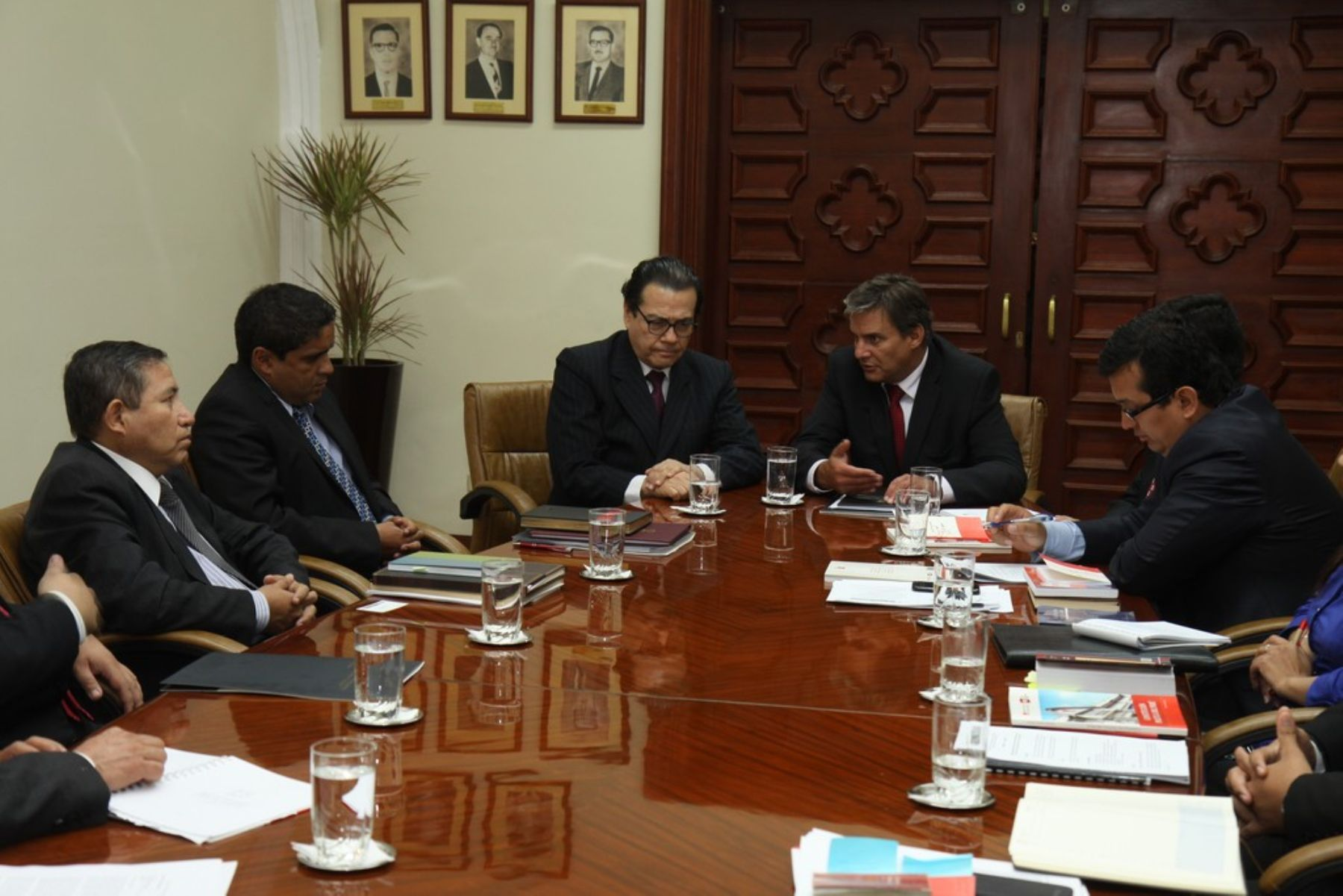 Reunión entre ministro de Justicia, Daniel Figallo; y presidente del Poder Judicial, Enrique Mendoza.