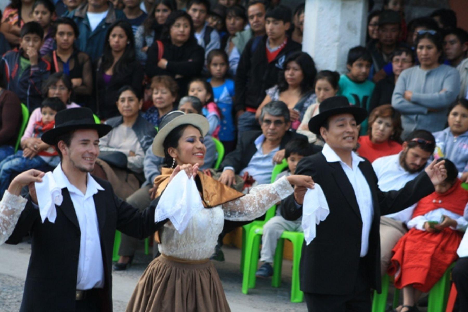 Con concurso de marinera ayacuchana Huamanga inició festejos por 474 ... e7bad44ee20