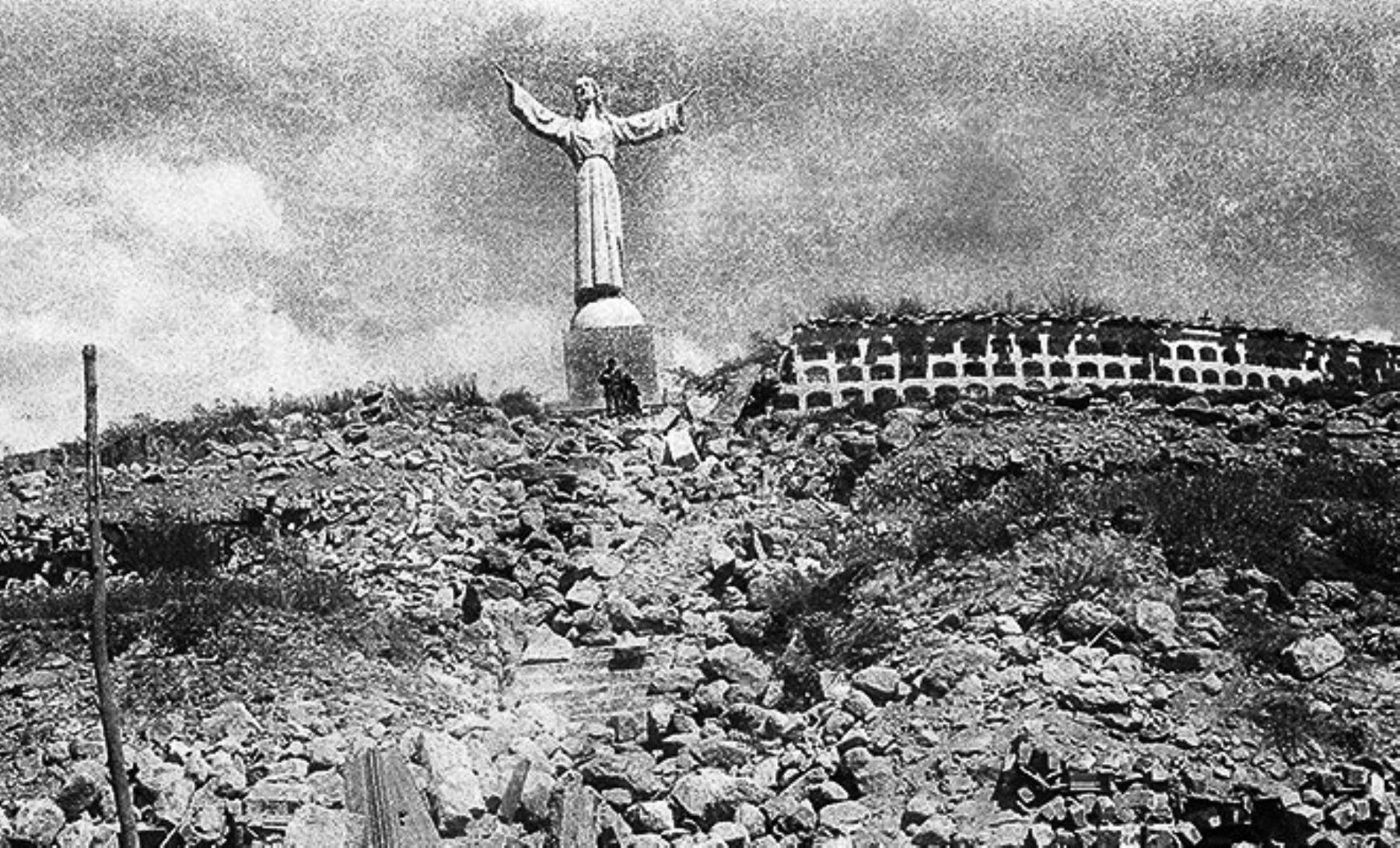 Cementerio de Yungay fue el lugar donde un grupo de personas pudo salvarse de morir a causa del aluvión que cubrió esa ciudad en 1970. Foto: ANDINA/archivo.