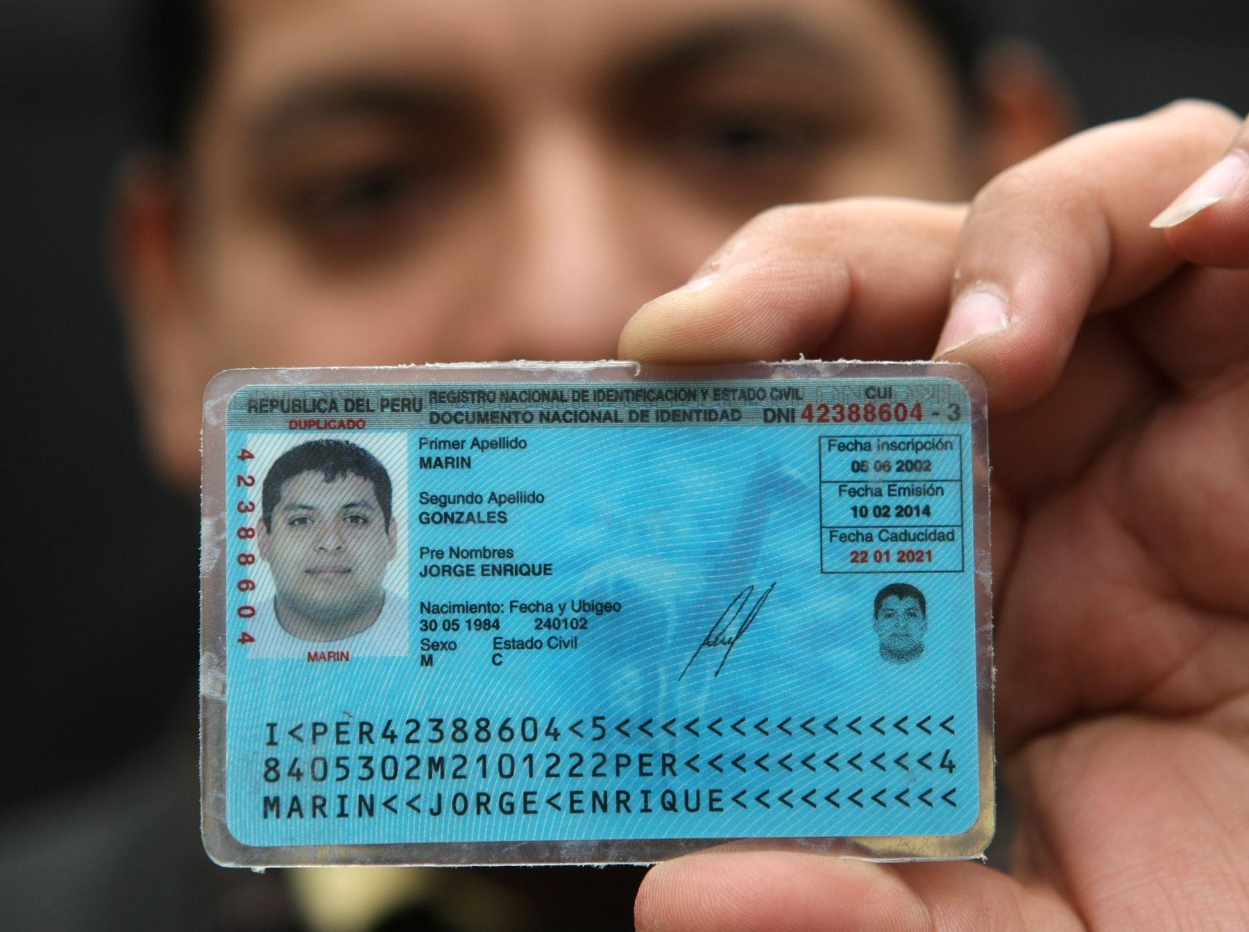 """Tener el DNI vigente y con los datos actualizados le otorga """"seguridad jurídica"""" a la persona, señalan en Reniec. Foto: ANDINA/Norman Córdova"""