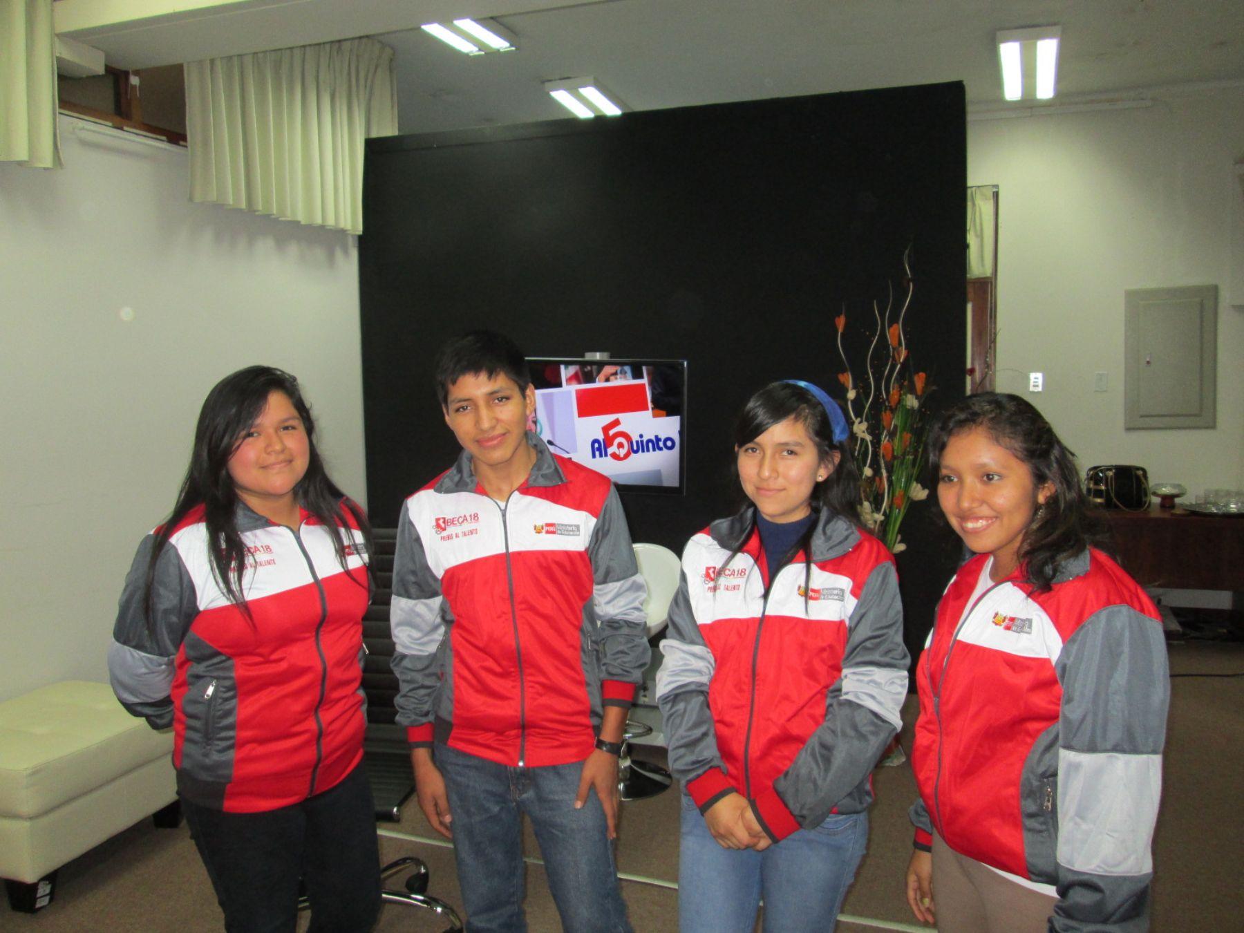Jóvenes de Beca 18 en ANDINA-