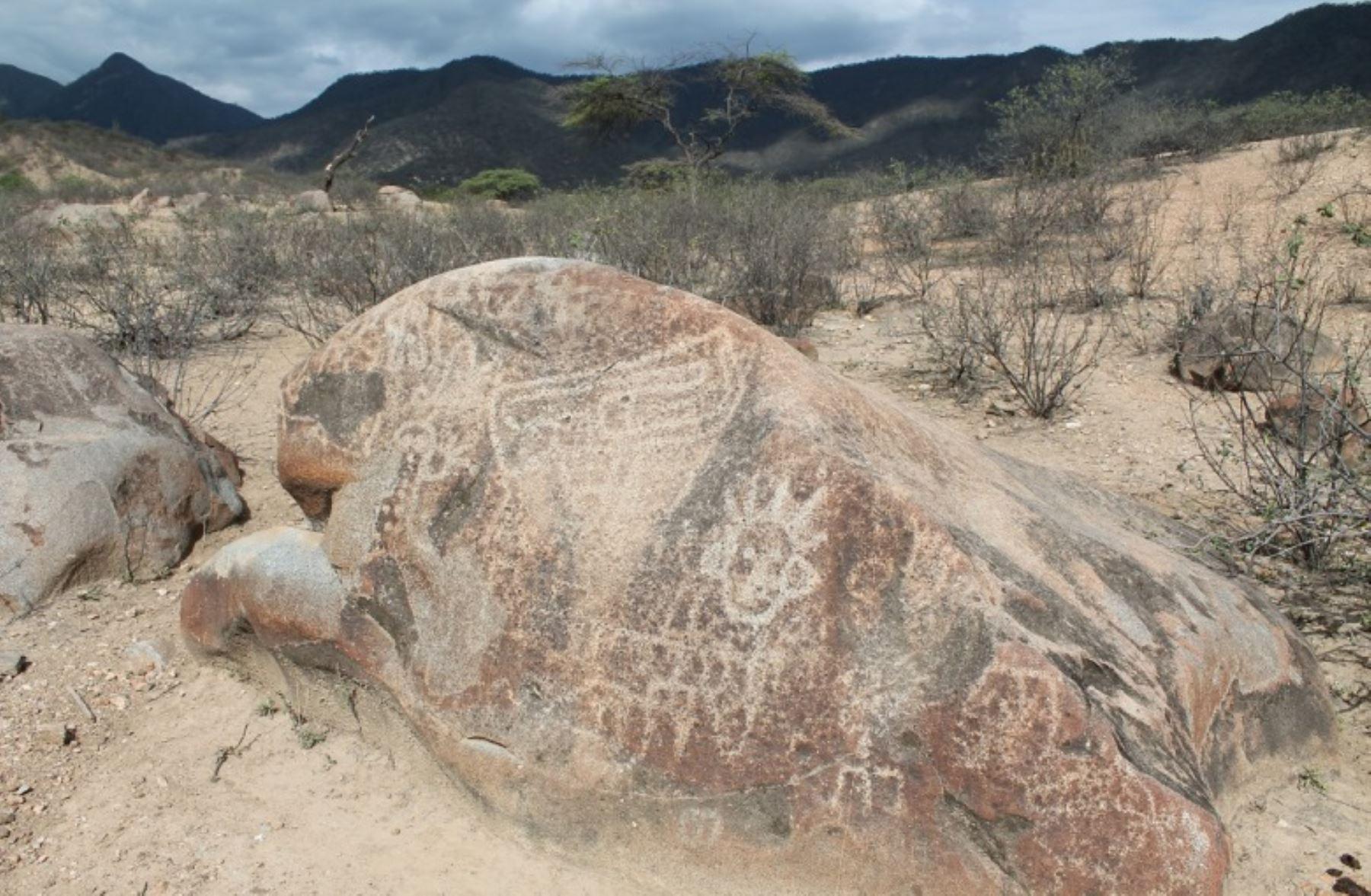 Investigadores muestran las evidencias sobre un altar lítico, de observaciones astronómicas realizadas por la cultura prehispánica de la zona.