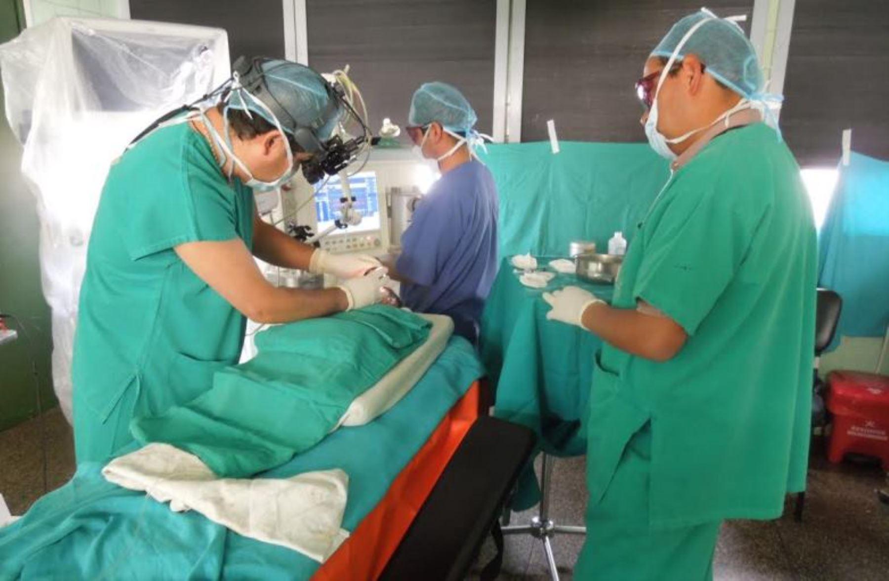 Médicos de EsSalud evitan que recién nacido cusqueño quede ciego.