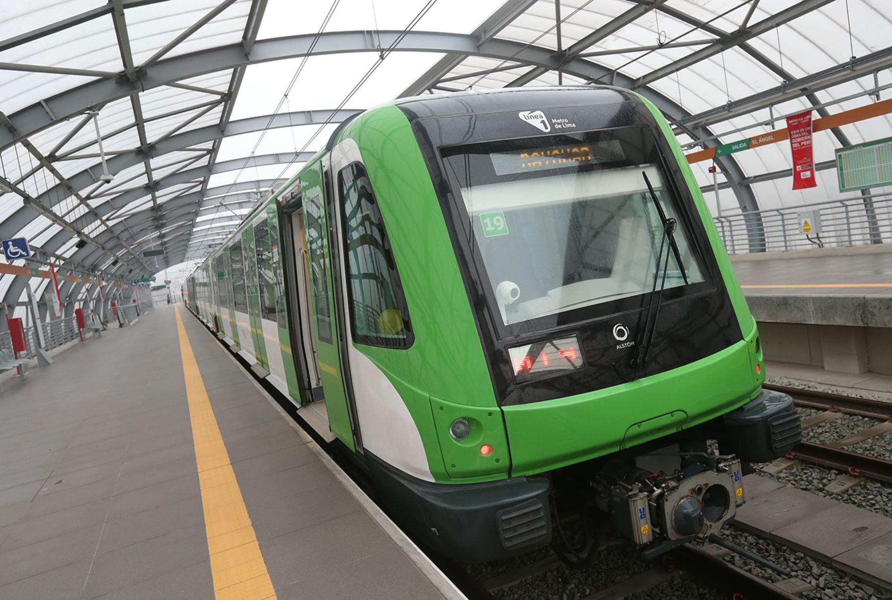 Ministro de Transporte, José Gallardo, anuncia el inicio de operaciones del Tramo 2 Línea 1 del Metro de Lima.