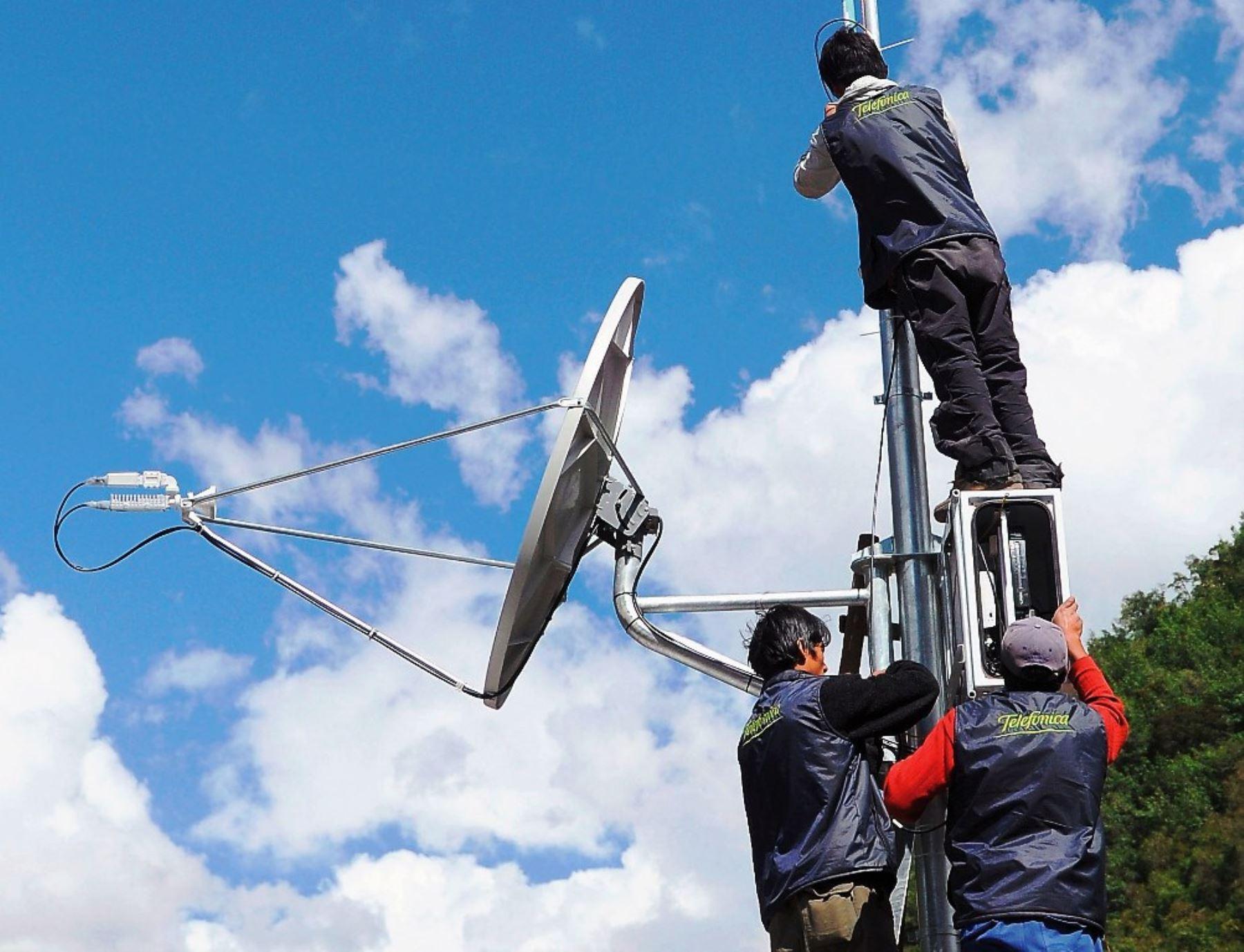 La conectividad en la región Junín se ha fortalecido con las acciones realizadas por el Ministerio de Transportes y Comunicaciones (MTC). Además, esta cartera concluyó el proceso de migración para que las televisoras de señal abierta ofrezcan la Televisión Digital Terrestre (TDT) en dicha región. ANDINA/Difusión