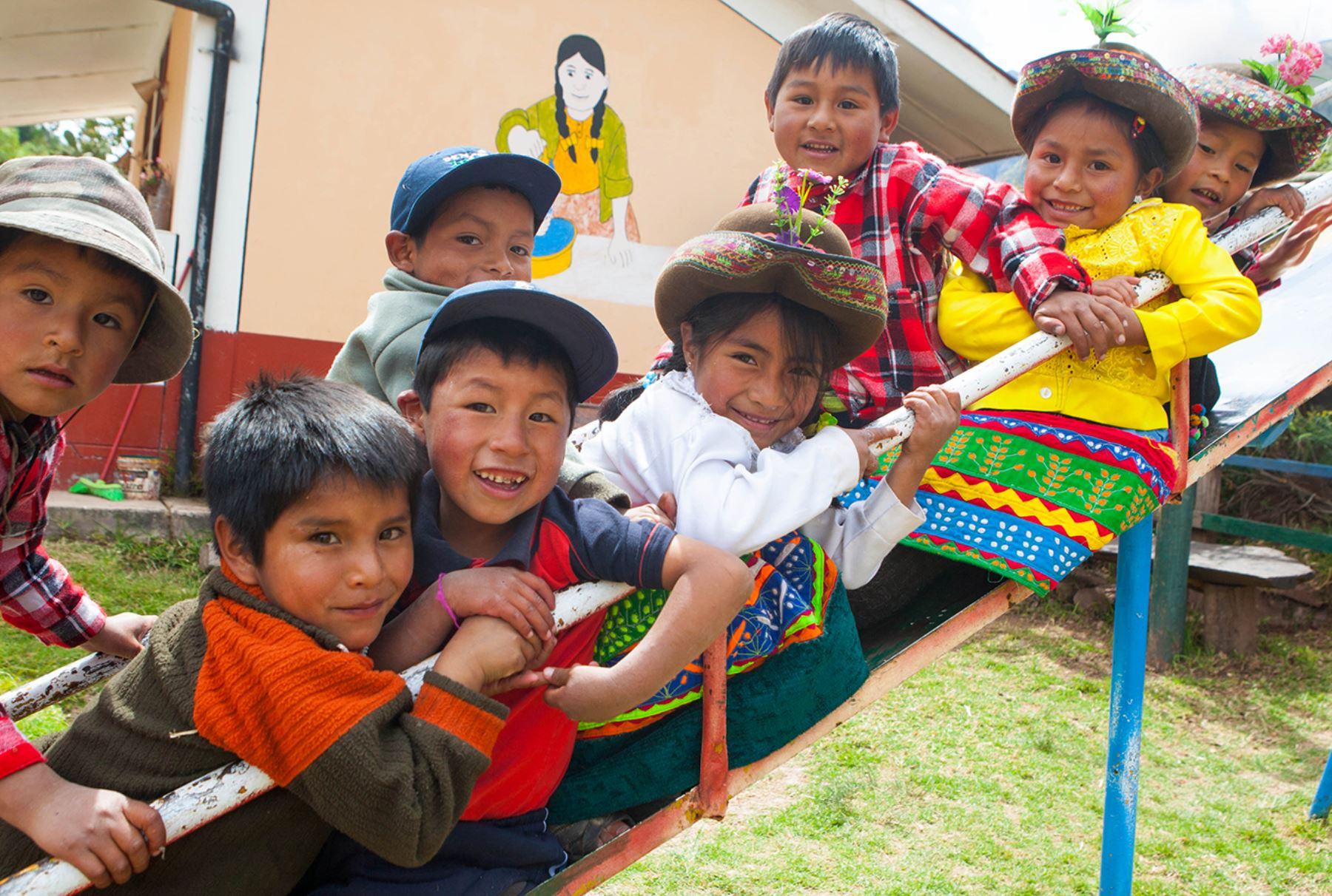 Juntos Bienvenidos Madres Pobreza Provincias Niños Atención Bancos Cajeros DNI Asistencia