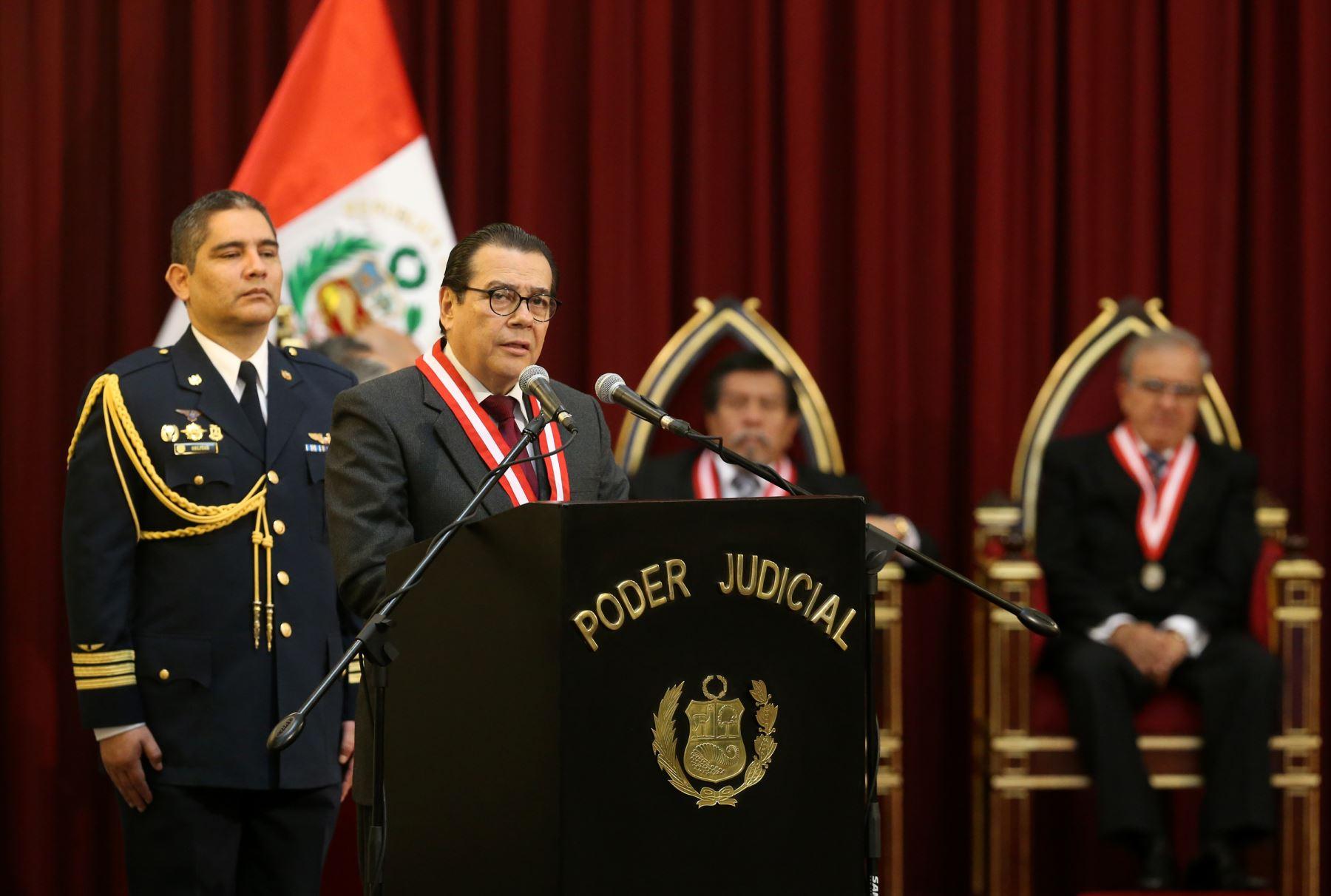 """Presidente del Poder Judicial, Enrique Mendoza en ceremonia central por el """"Día del Juez"""" ANDINA/Norman Córdova"""