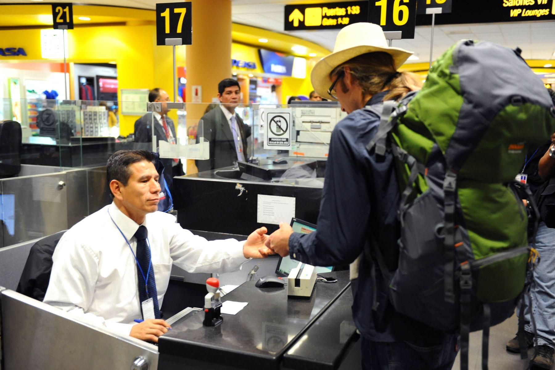 Módulo de control migratorio en aeropuerto internacional Jorge Chávez.