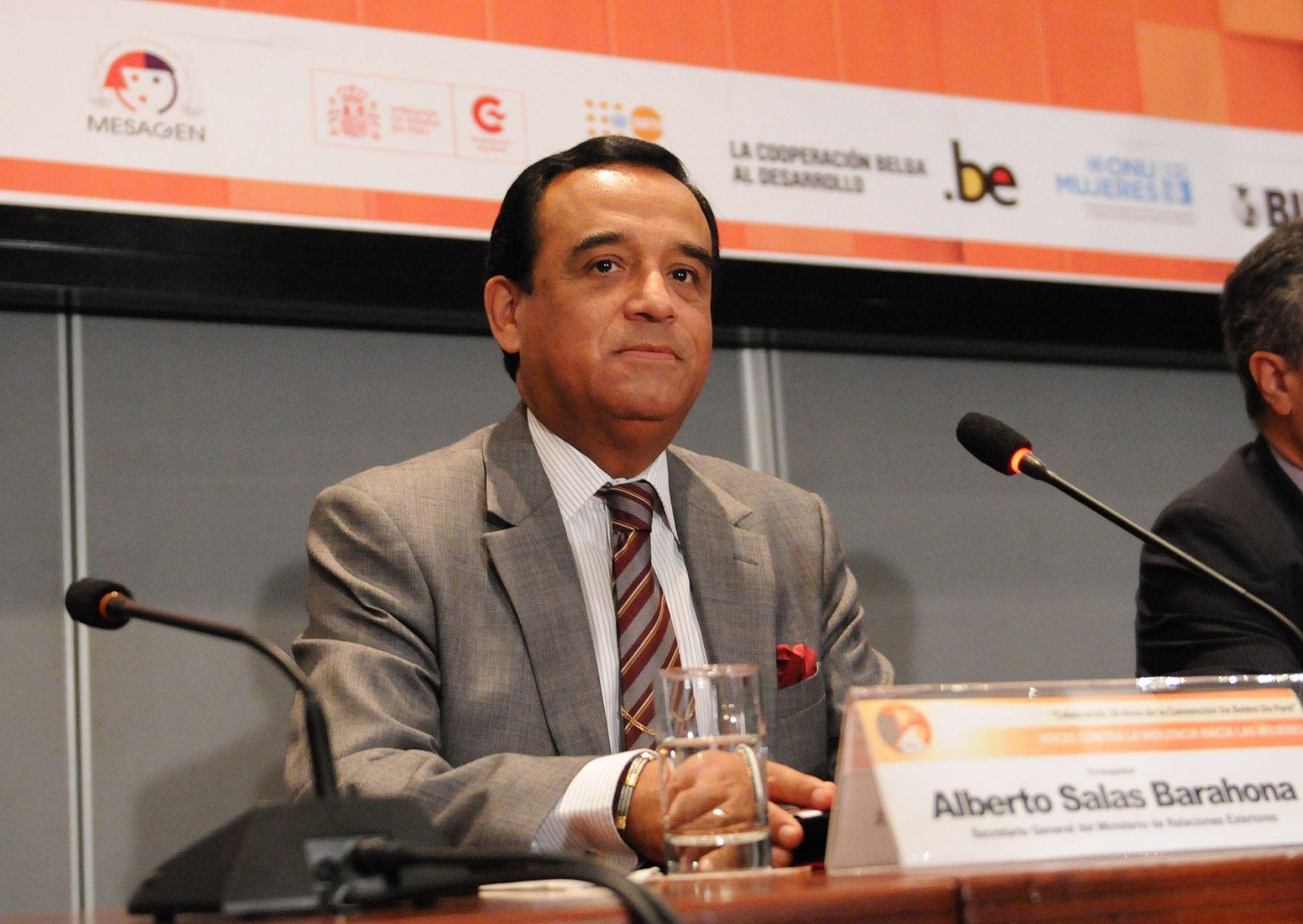 Secretario general del Ministerio de Relaciones Exteriores, Alberto Salas Barahona.