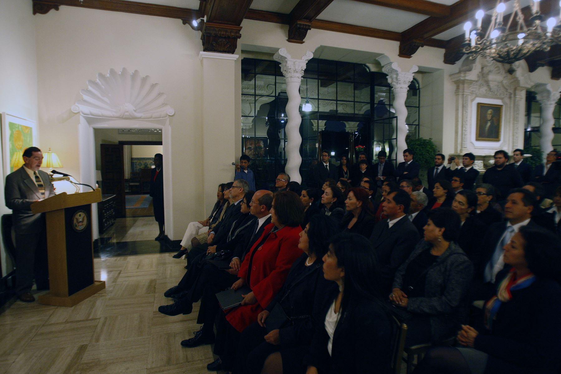 Lawrence J. Gumbiner Jefe de Mision Adjunto de la Embajada de Estados Unidos, entrega más de 200,000 mil dolares en apoyo al patrimonio cultural del Perú. ANDINA/Héctor Vinces