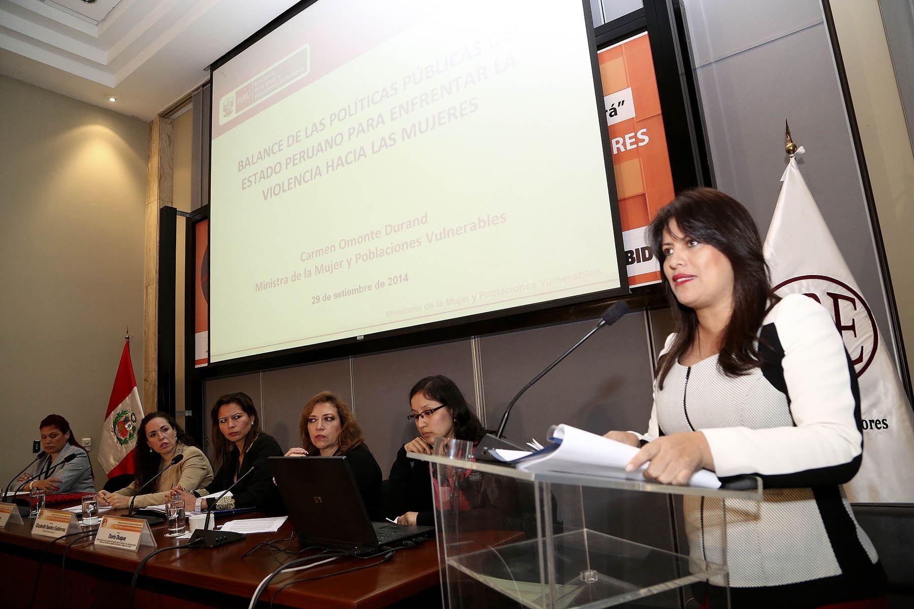 """Ministra Carmen Omonte participó en el encuentro regional """"Voces contra la violencia hacia las mujeres"""""""