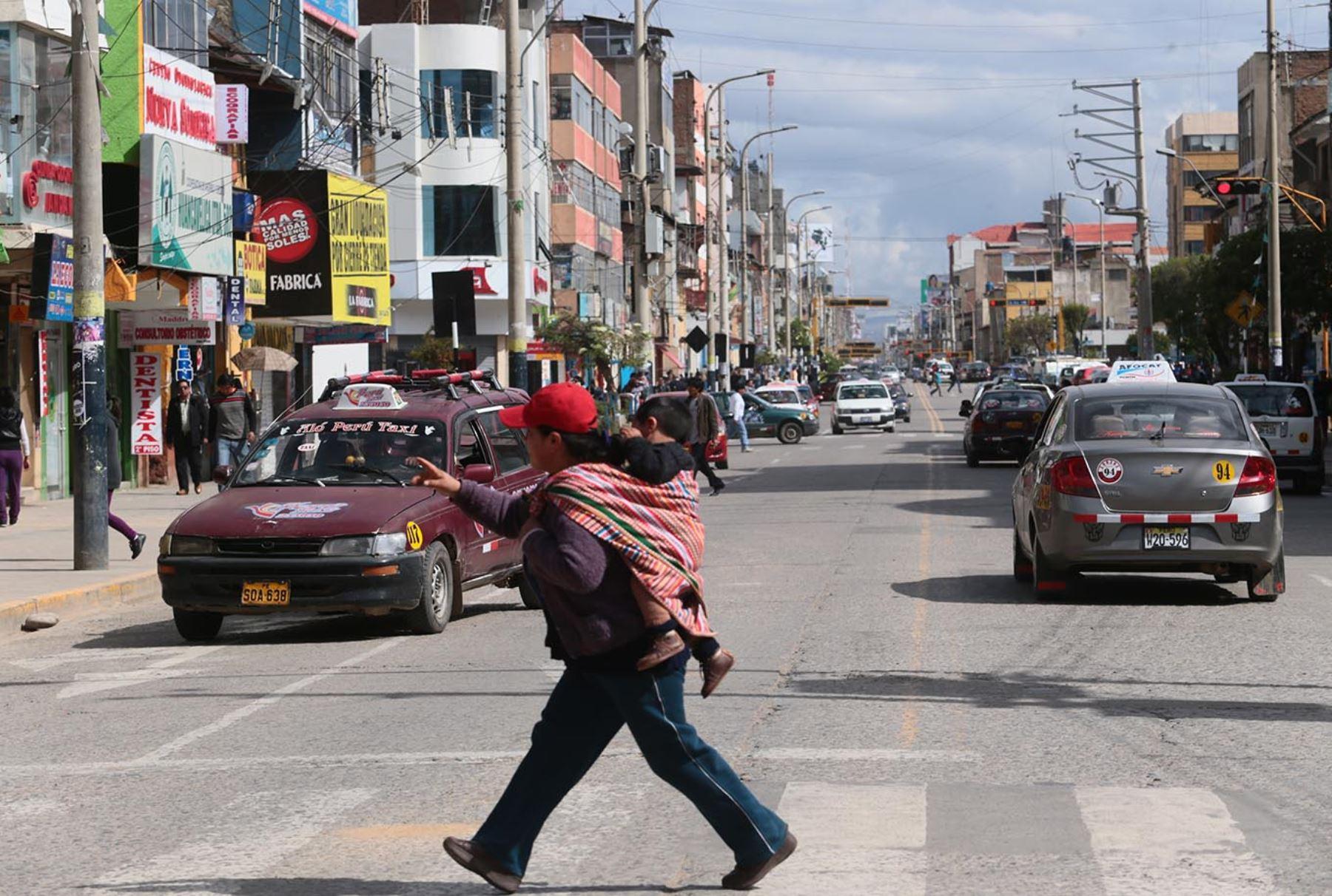 Calle Real es una de las vías más afectadas por la contaminación en Huancayo. ANDINA/Carlos Lezama