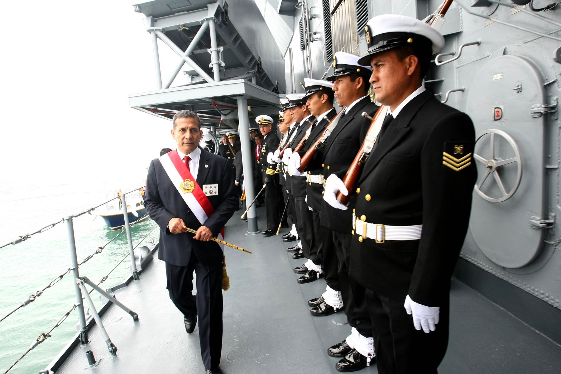 CALLAO,PERU OCTUBRE 08. Presidente Ollanta Humala encabeza acto central por el 193° aniversario de la Marina de Guerra del Perú y el 135º aniversario del Glorioso Combate Naval de Angamos.Foto: ANDINA/Prensa Presidencia
