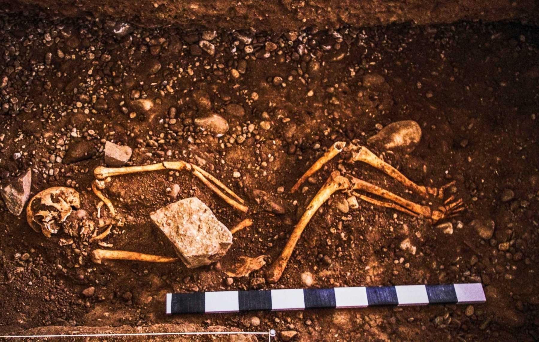 Investigadores del Ministerio de Cultura muestran los vestigios arqueológicos hallados en Hatun Xauxa, ubicado en Jauja, Junín.
