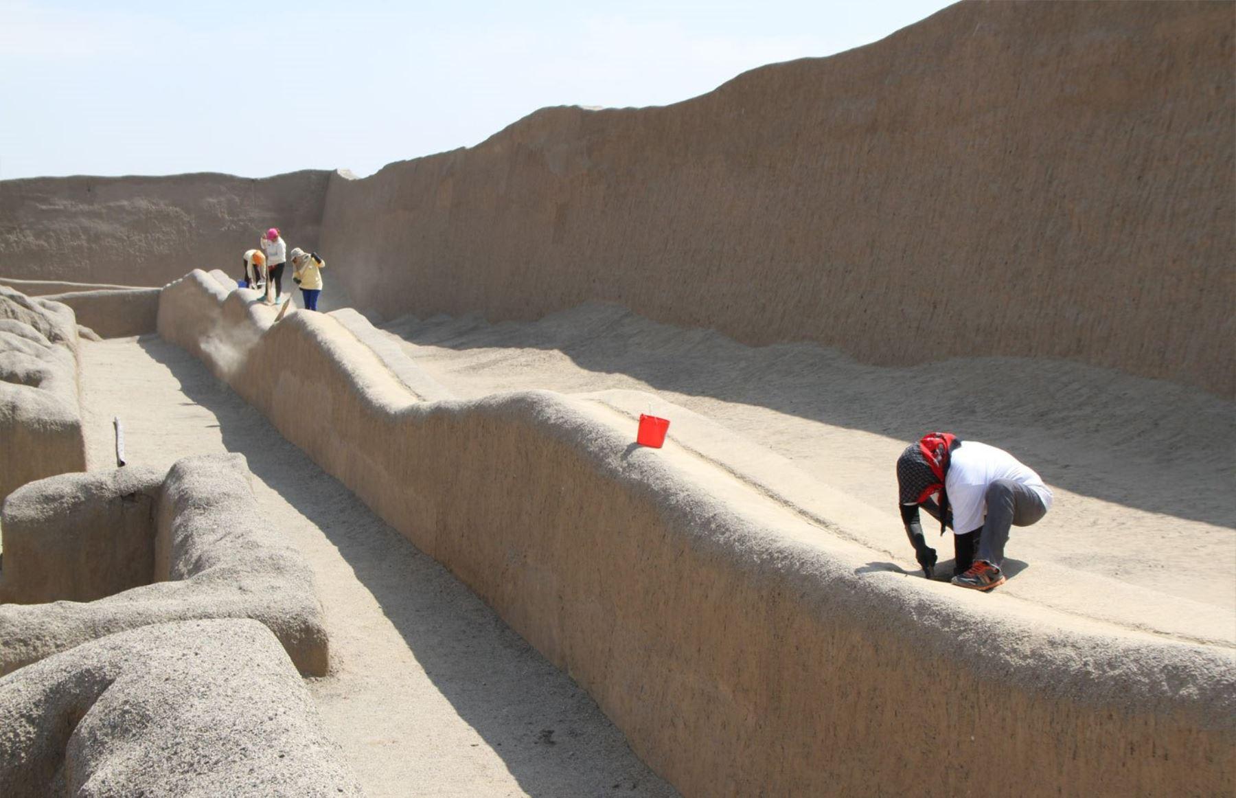 Inician trabajos en Chan Chan para proteger sitio arqueológico ante eventuales lluvias por El Niño.