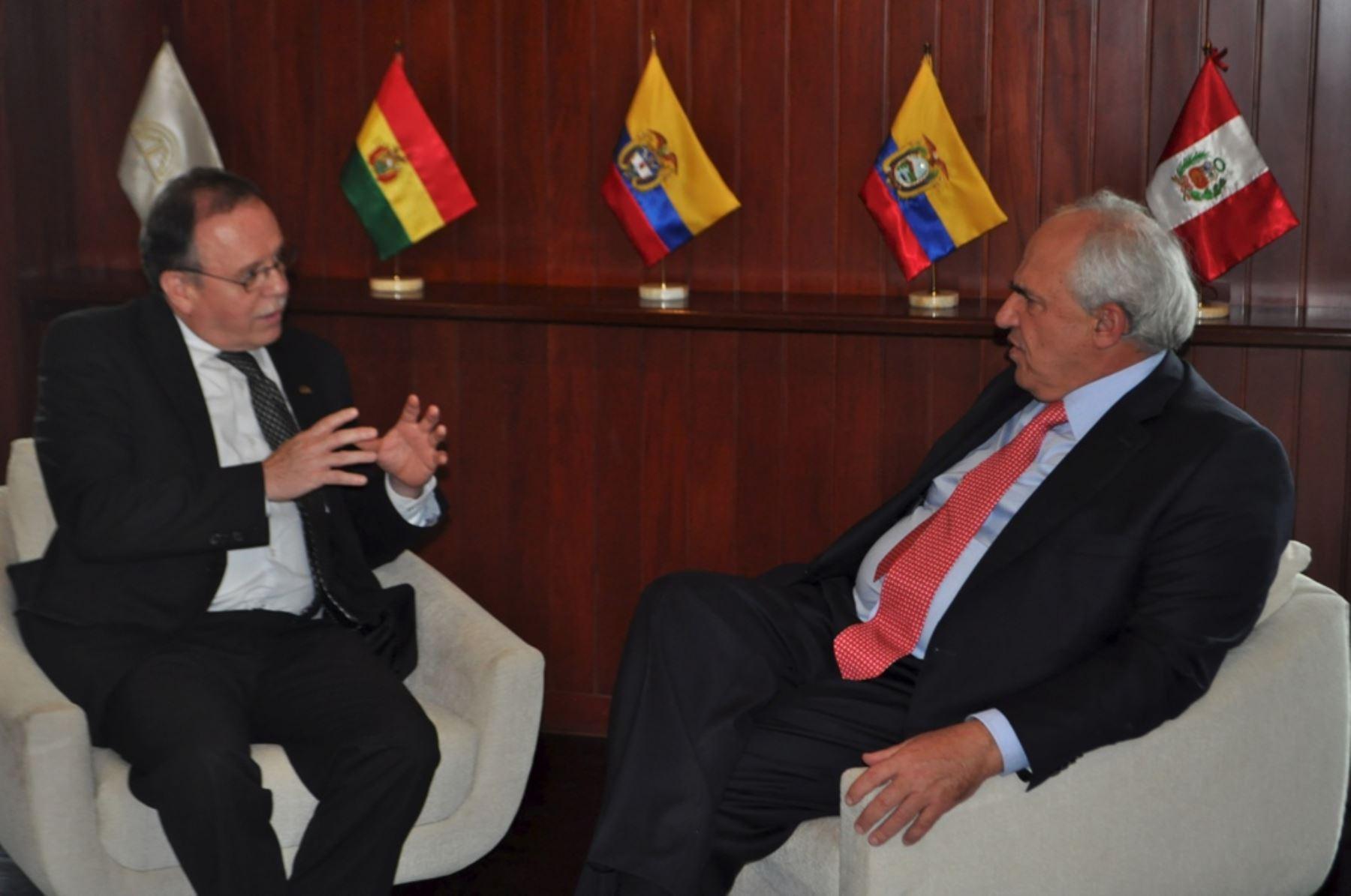Secretario general de la Comunidad Andina, Pablo Guzmán, se reúne con su par de Unasur, Ernesto Samper, en Lima.