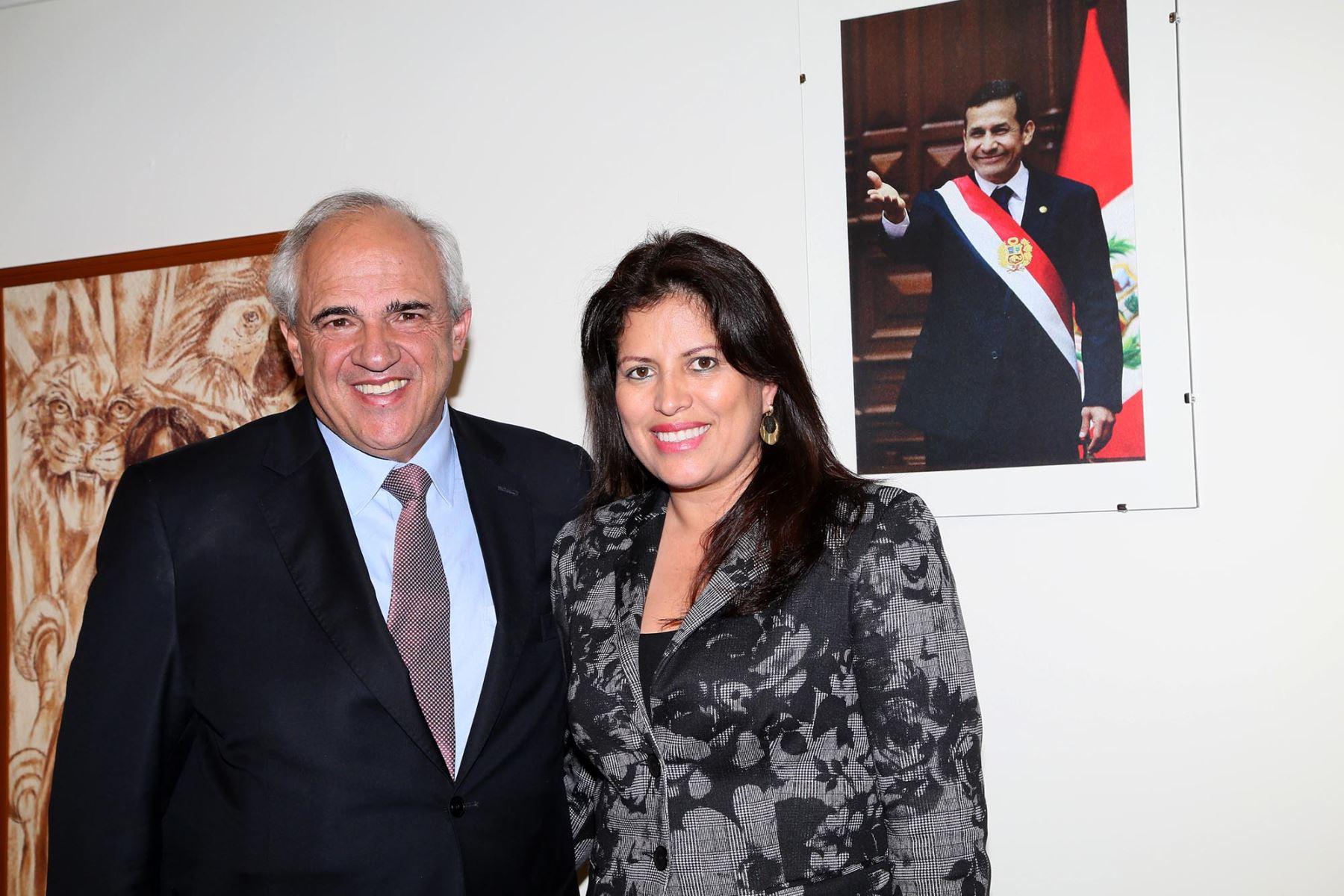La ministra de la Mujer y Poblaciones Vulnerables, Carmen Omonte, se reunió con el Secretario General de la Unasur, Ernesto Samper. ANDINA/Difusión