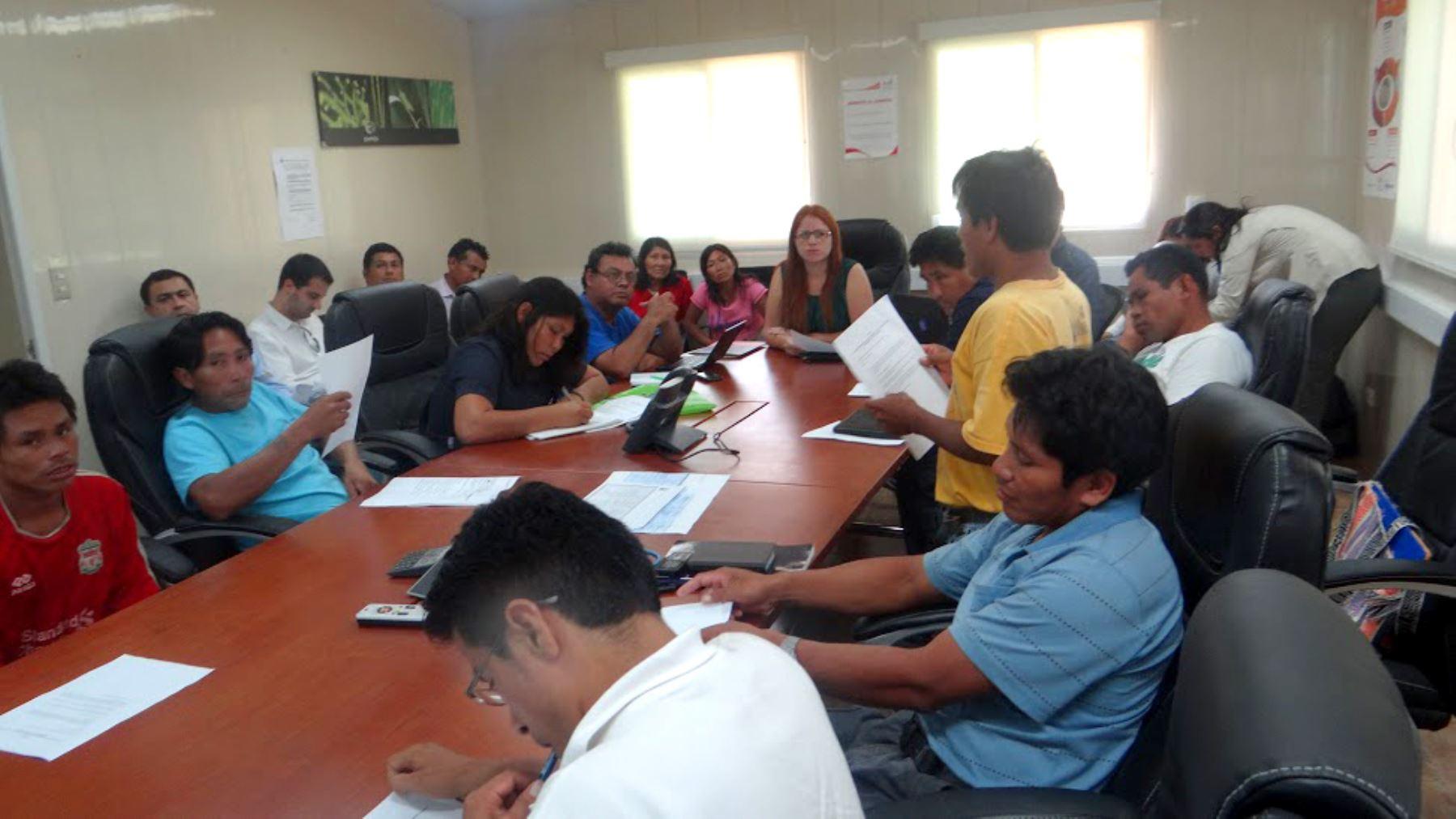 Reunión para definir las necesidades de los pueblos originarios.