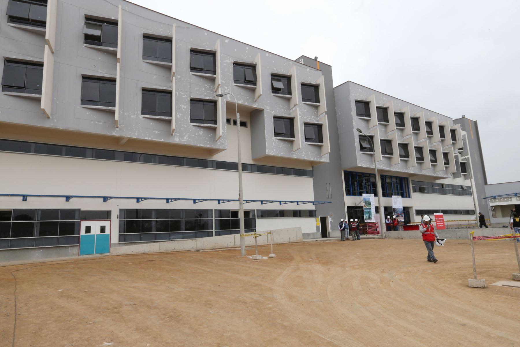 Fachada  del Nuevo Hospital de Emergencias del distrito de Villa El Salvador Foto: ANDINA/Norman Córdova