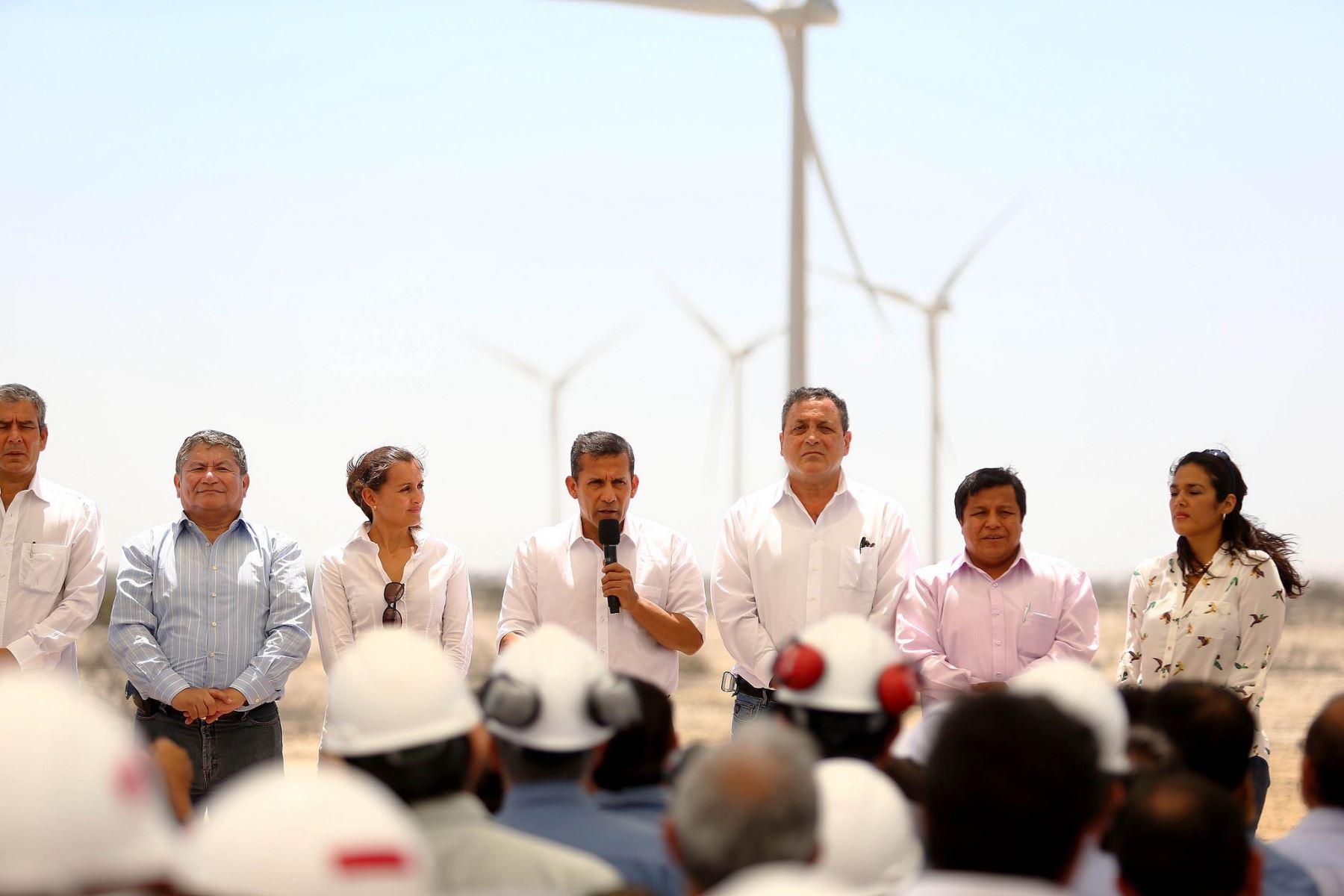 Presidente Ollanta Humala inaugura la central eólica de Talara.