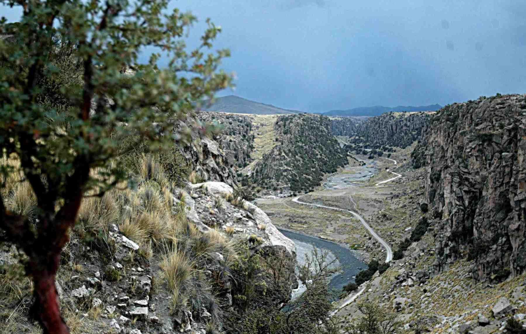 El conjunto geológico Suykutambo, en Espinar, Cusco, es ideal para los deportes de aventura.