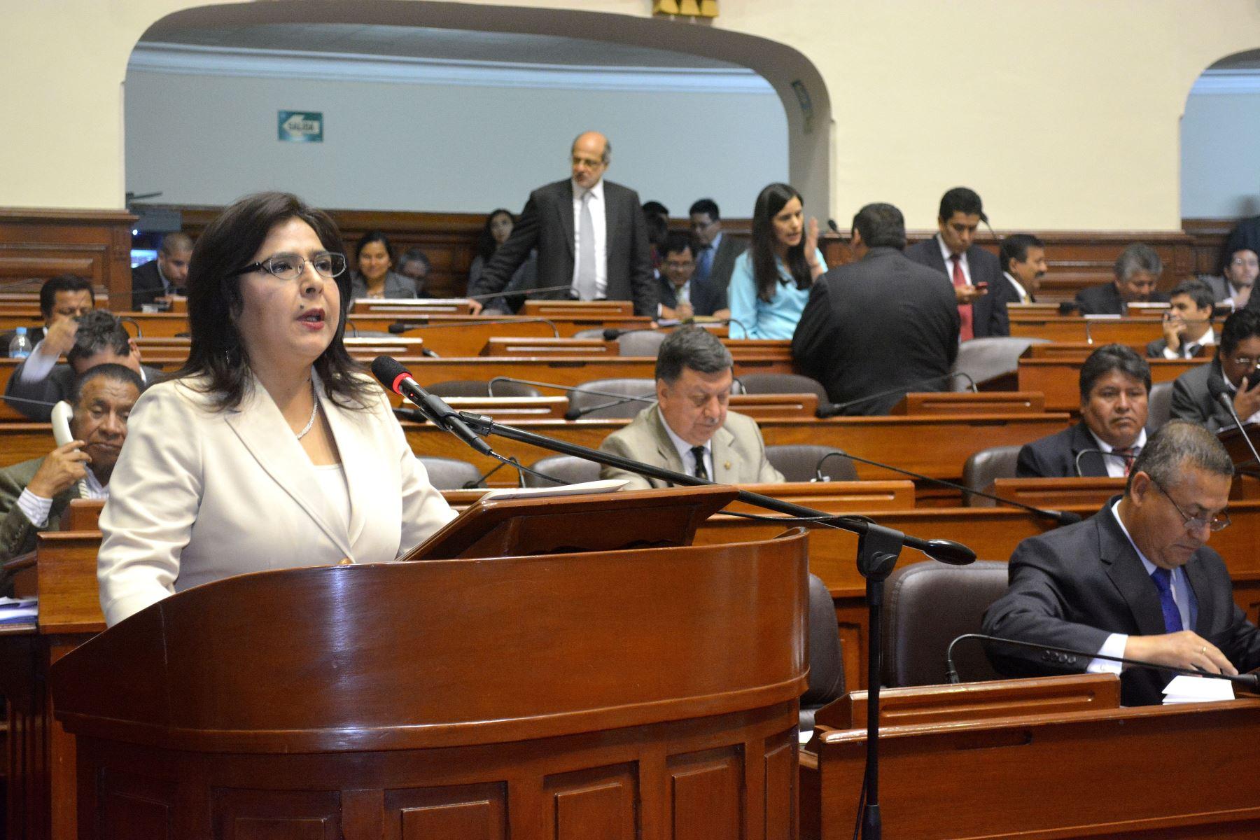 Ministra Ana Jara expone en el pleno del Congreso sobre las medidas del Ejecutivo para combatir la trata de personas.