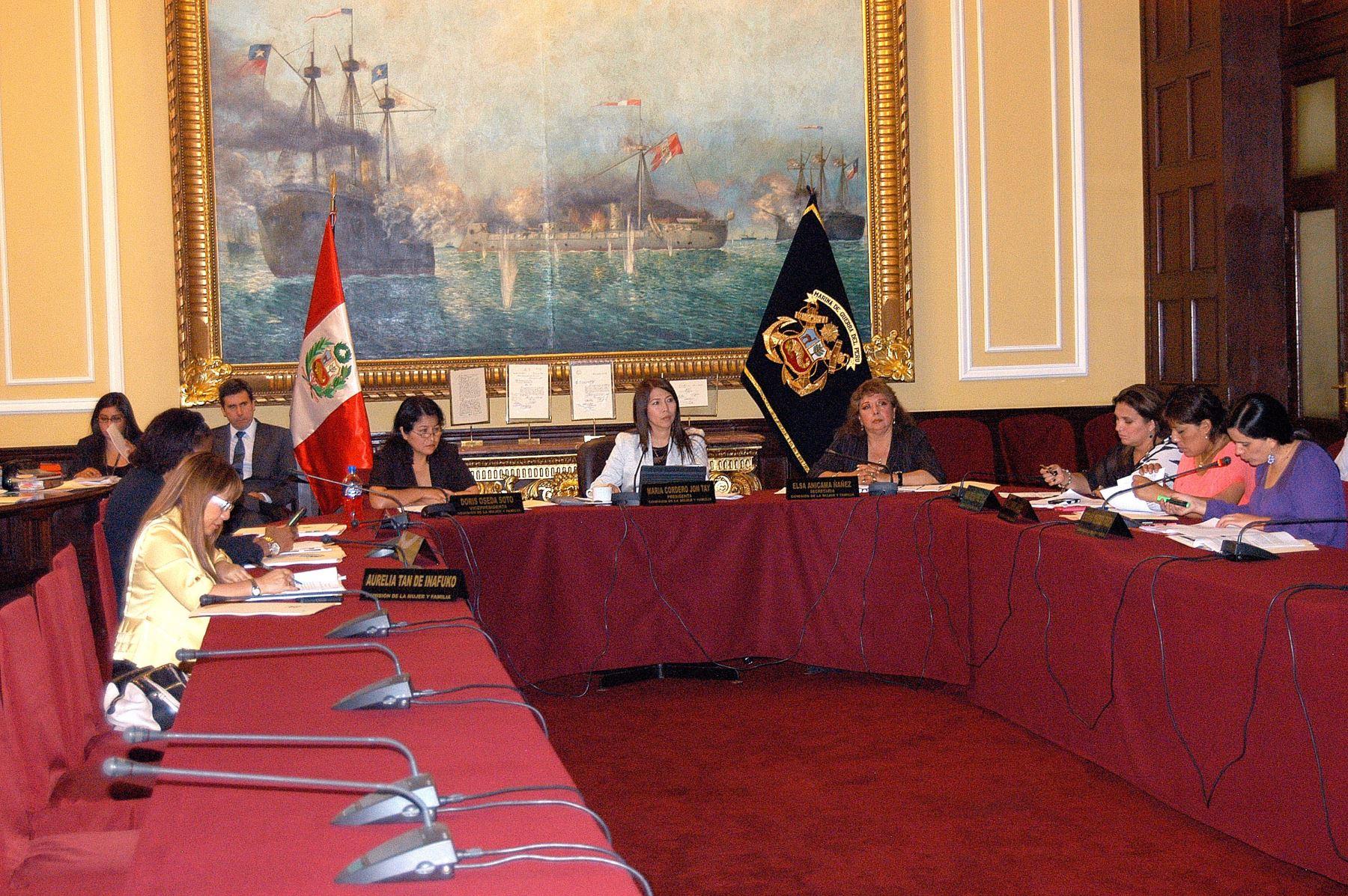 Comisión de la Mujer aprueba proyecto de ley contra acoso político a mujeres