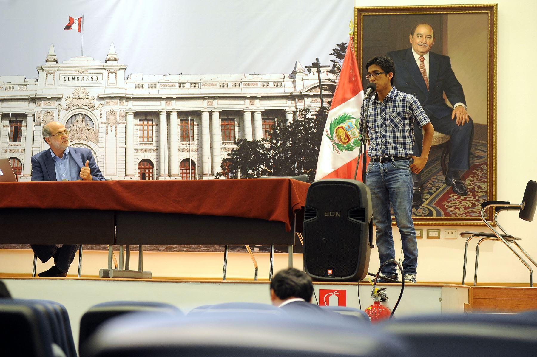 Congresista Daniel Abugattás realizó audiencia pública virtualpara explicar alcances de ley de empleo juvenil.