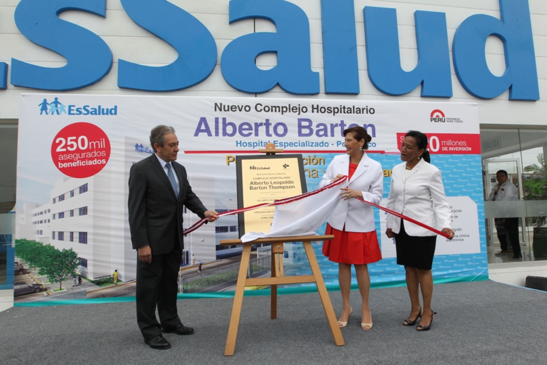 Presidenta ejecutiva de EsSalud, Virginia Baffigo, inaugura nuevo complejo hospitalario Alberto Barton Thompson.