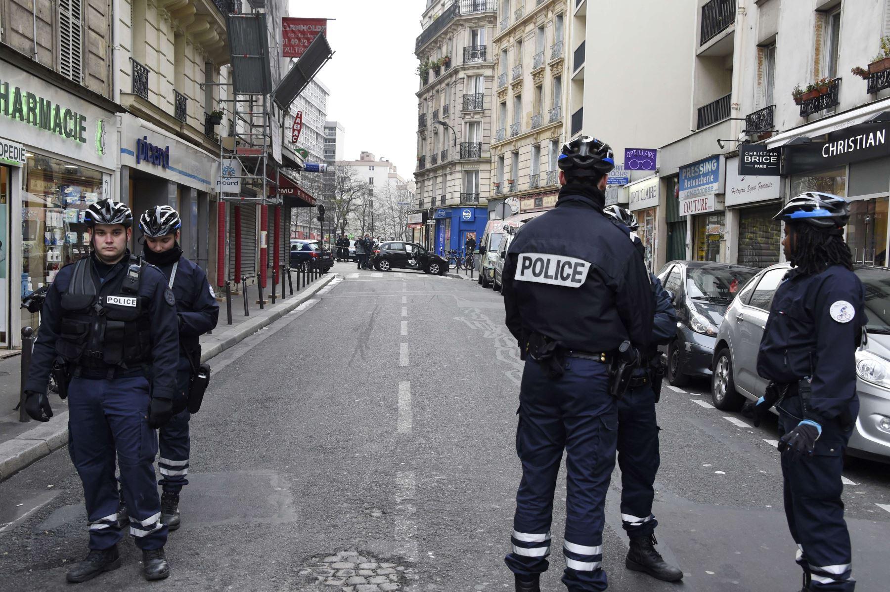 Policía francesa acordona la zona del ataque. Foto: AFP.