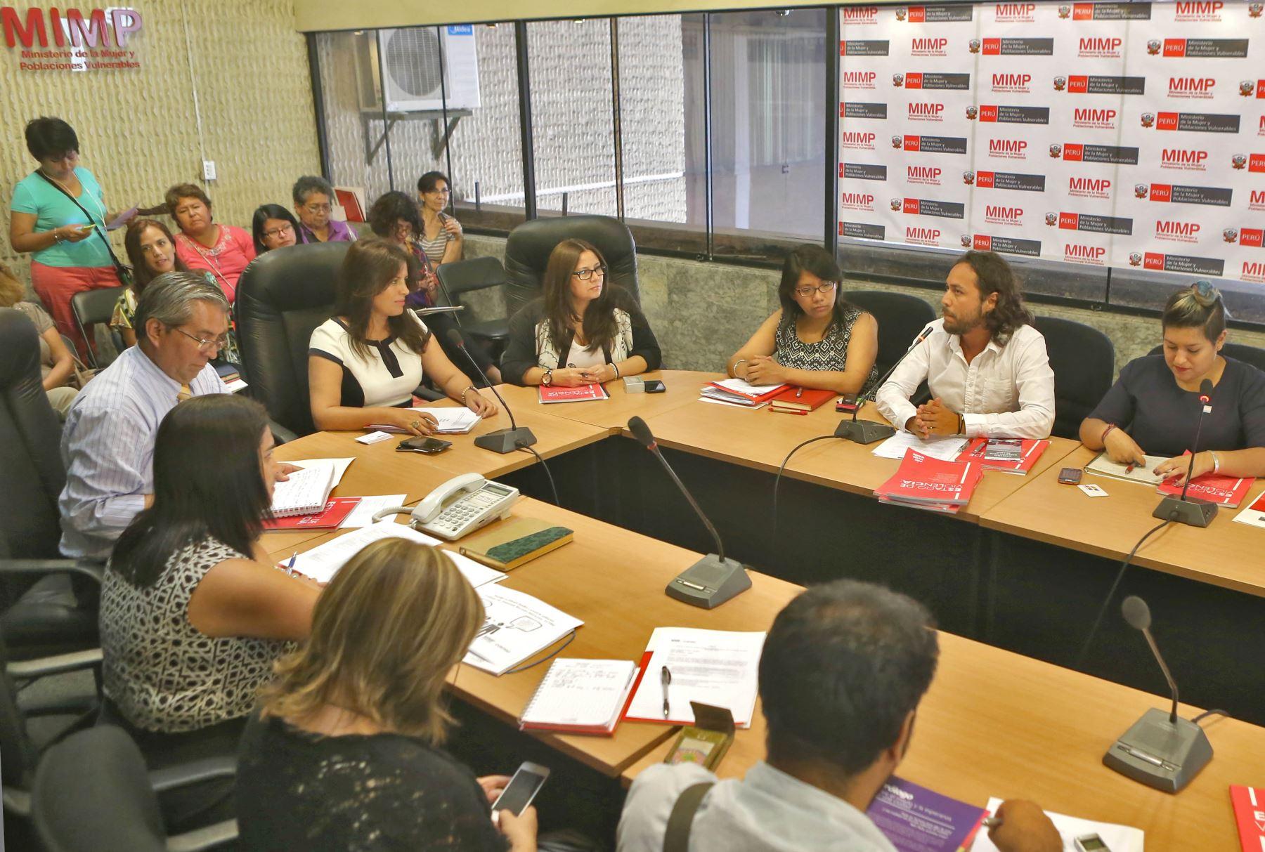 Ministra de la Mujer se reunió con diversas organizaciones LBGTQ